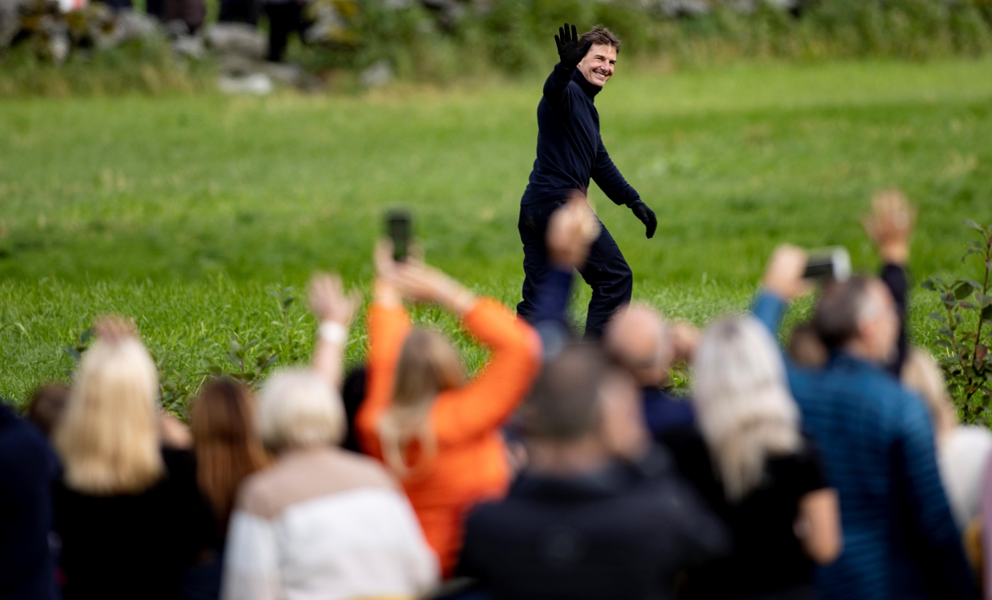 """El impactante video de Tom Cruise saltando al vacío en una moto en el  rodaje de """"Misión imposible 7"""" - Infobae"""
