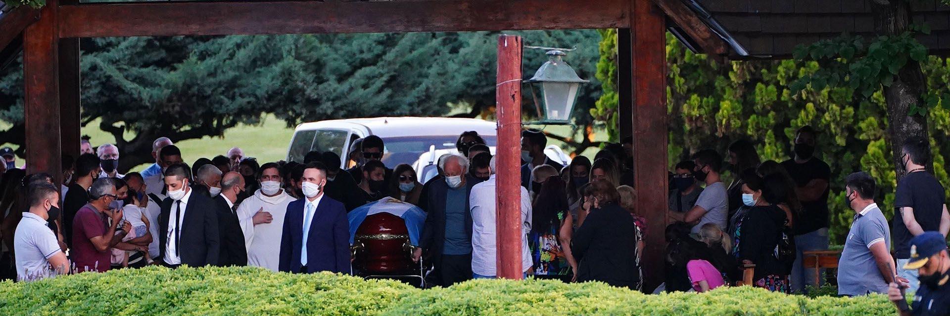 El entierro de Maradona en el cementerio Jardín Bella Vista (Franco Fafasuli)