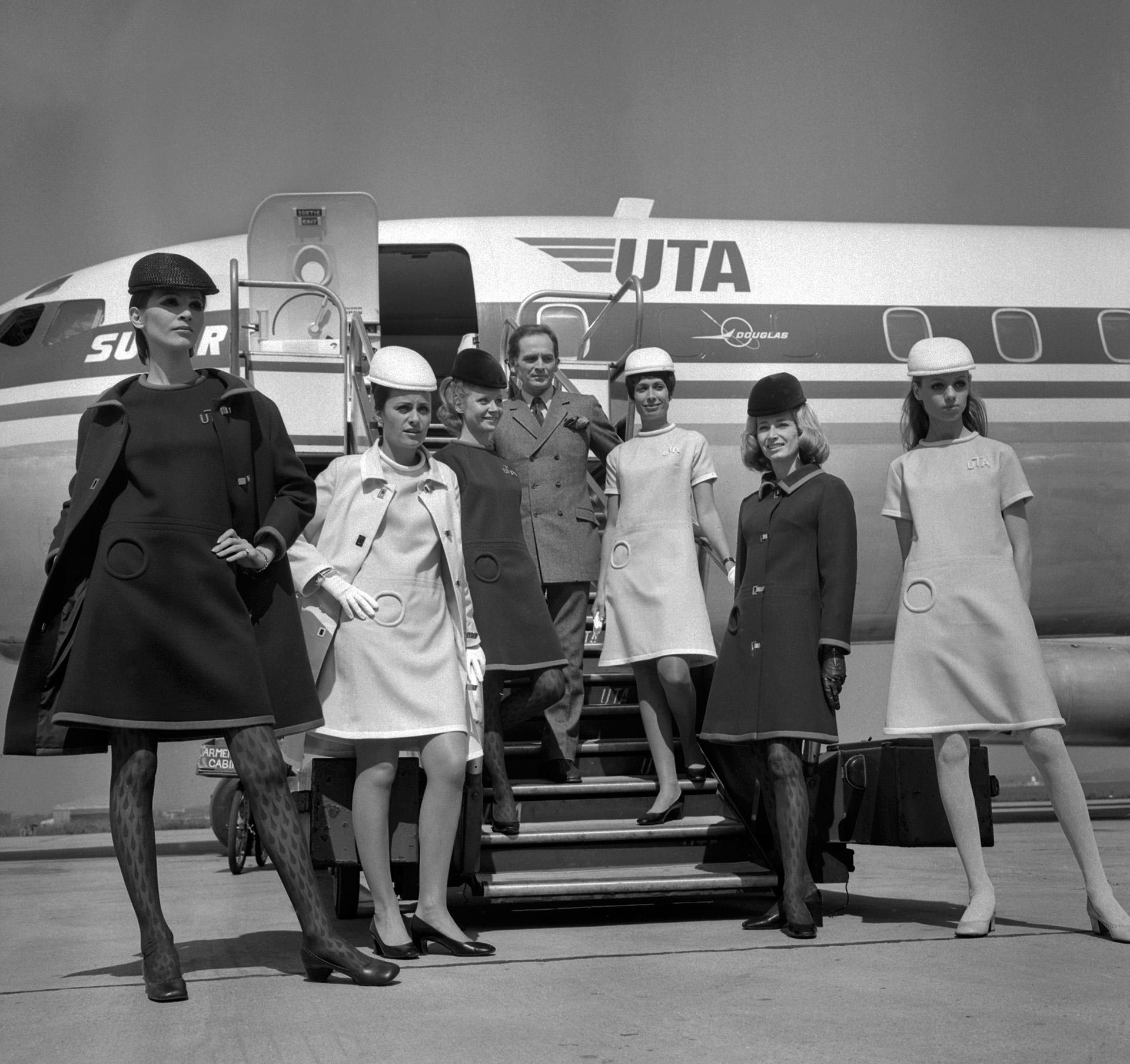 En 1968 Pierre Cardin fue el encargado de diseñar los trajes de las azafatas de UTA en el aeropuerto Le Bourget airport