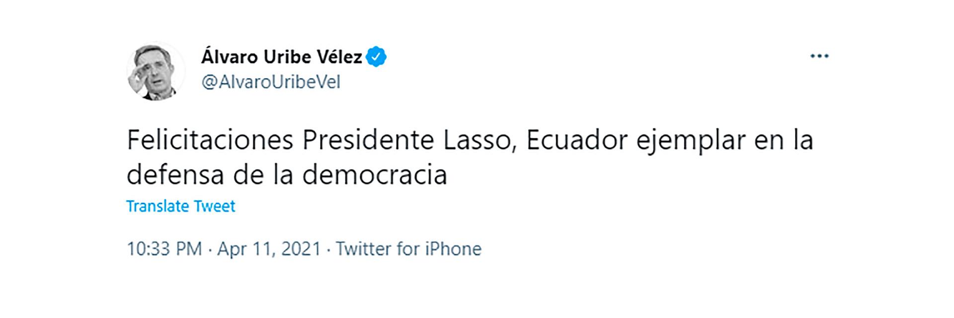 Alvaro Uribe, también saludó a Lasso