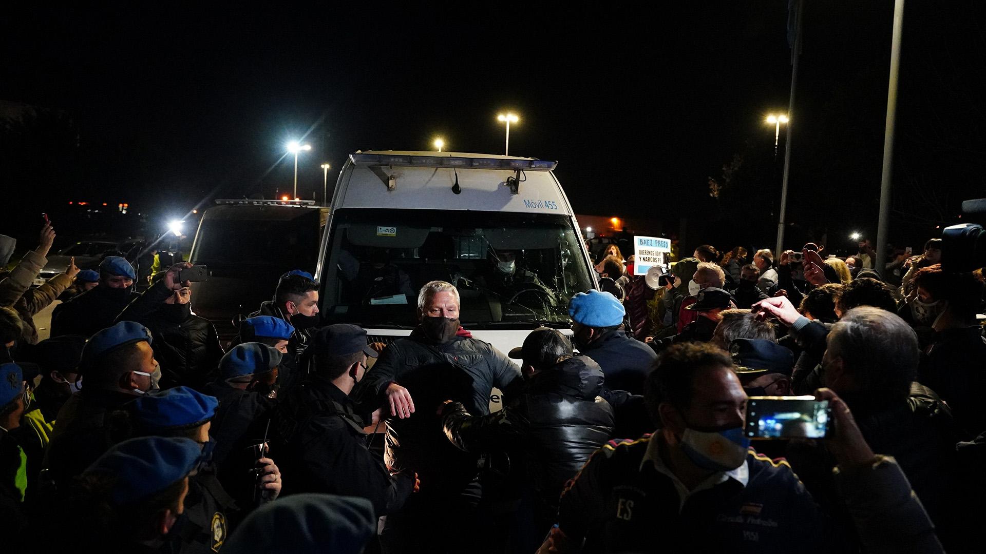 Báez fue llevado en una camioneta del Servicio Penitenciario Federal, con una moderada custodia