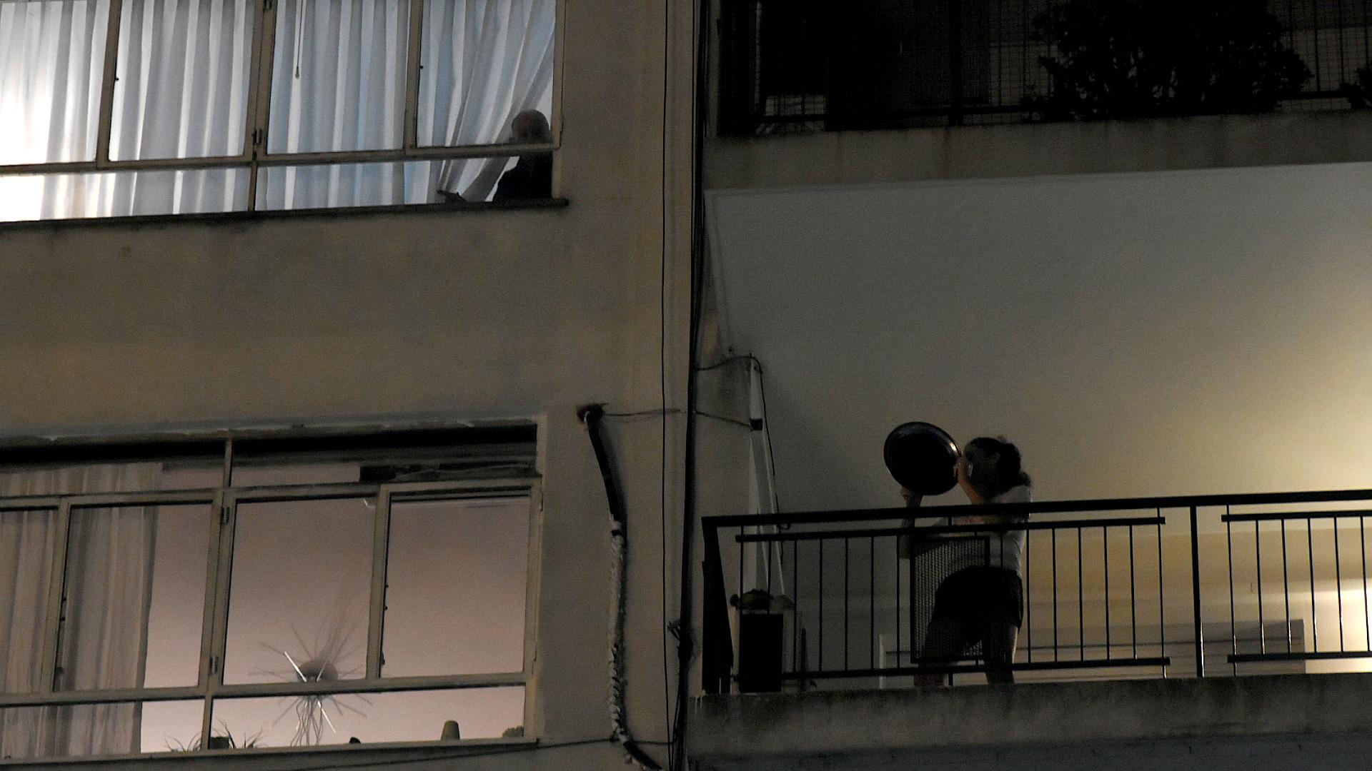 El repudio también se hizo escuchar en defensores de derechos humanos, como la referente de Abuelas de Plaza de Mayo Nora Cortiñas, a raíz del otorgamiento de la prisión domiciliaria a un condenado por crímenes de lesa humanidad.