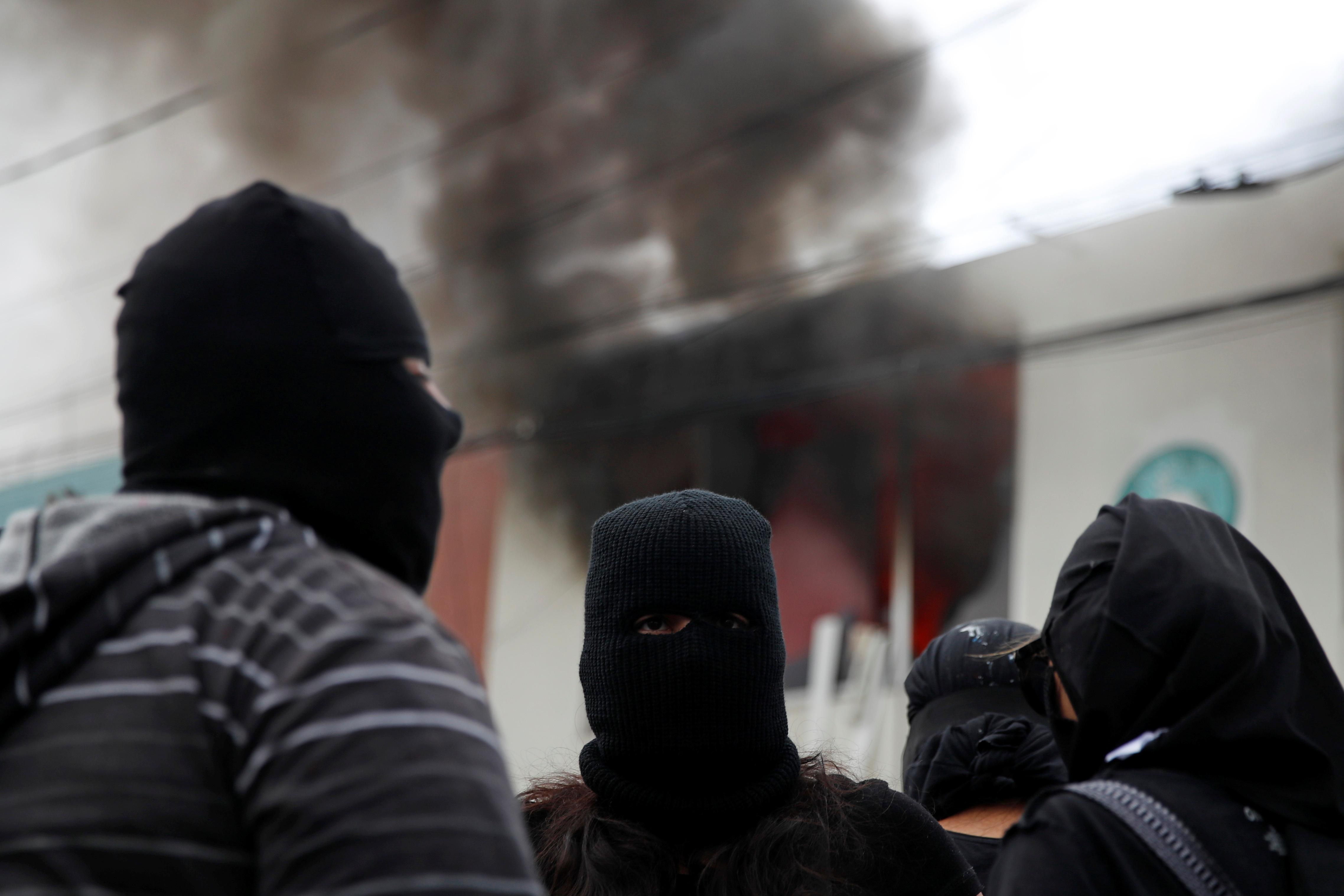 La ocupación de la Codhem precedió a la de la sede principal de la CNDH en Ciudad de México, que permanece tomada por familiares de víctimas y activistas desde la semana pasada para exigir respuesta del Gobierno a los altos niveles de asesinatos de mujeres.