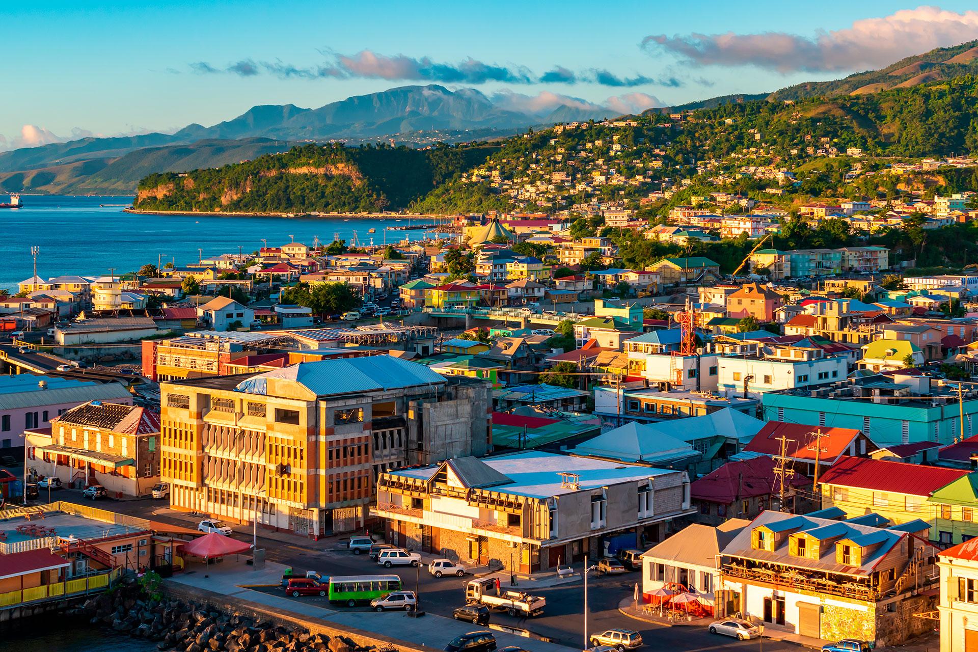 Dominica ha visto menos de 20 casos de coronavirus, y ha cerrado sus fronteras a vuelos comerciales, así como a vuelos privados y barcos. Deriva el 12,33% de su PIB del turismo