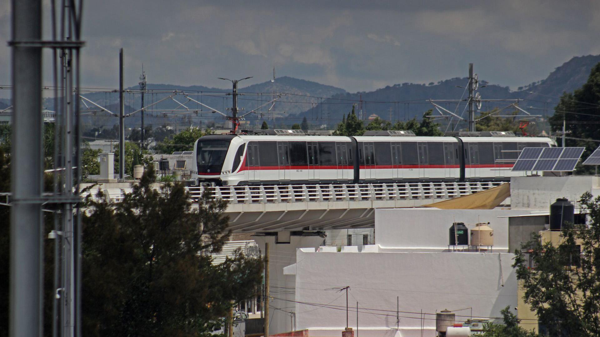 Vista general del tren ligero en operaciones durante el recorrido para medios de comunicación por las instalaciones del Sistema de Tren Eléctrico Urbano (SITEUR) de la Línea 3 (Foto: Cuartoscuro)