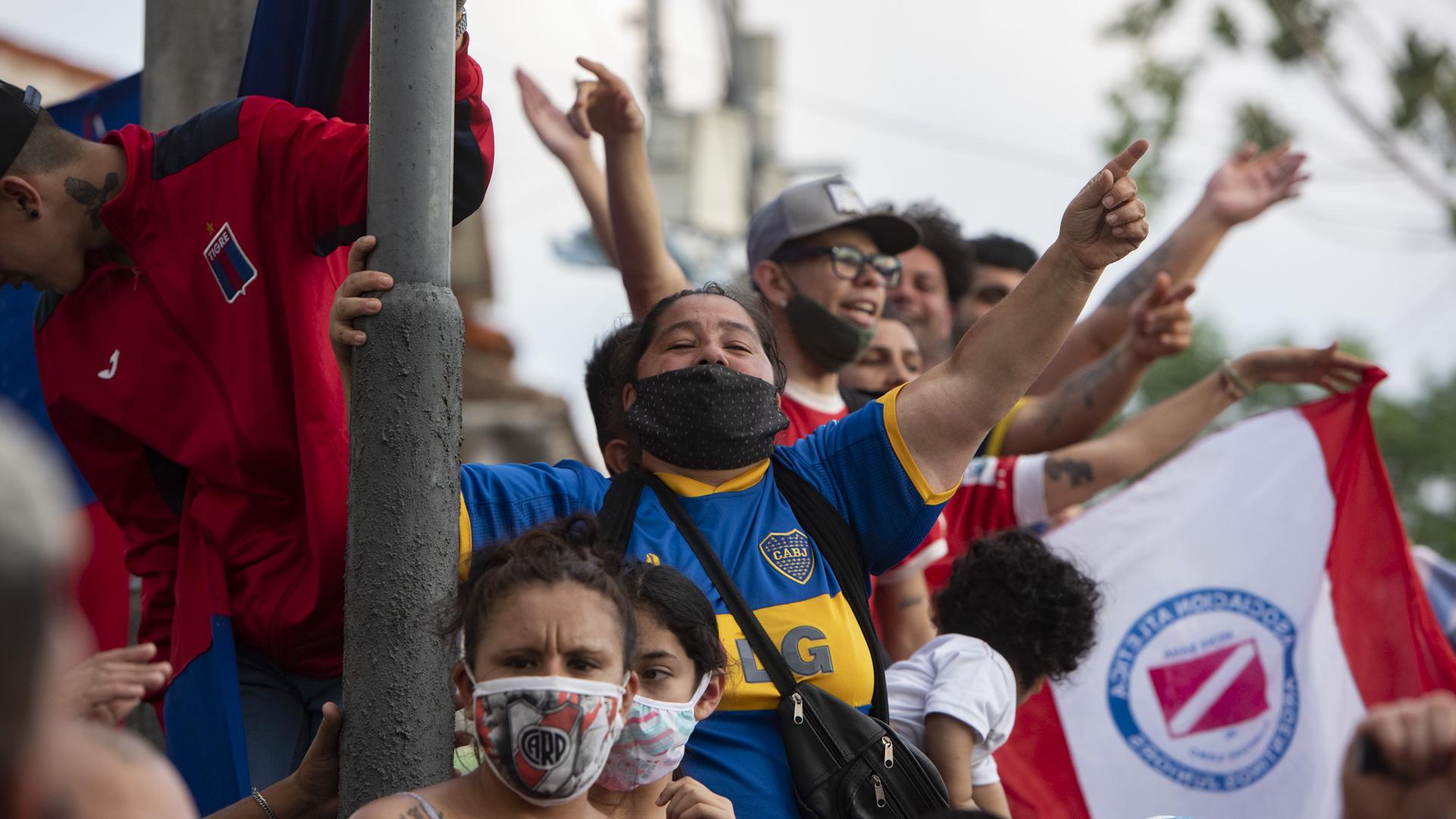 Entremezclados, fanáticos de Boca, River y Argentinos (Adrian Escandar)