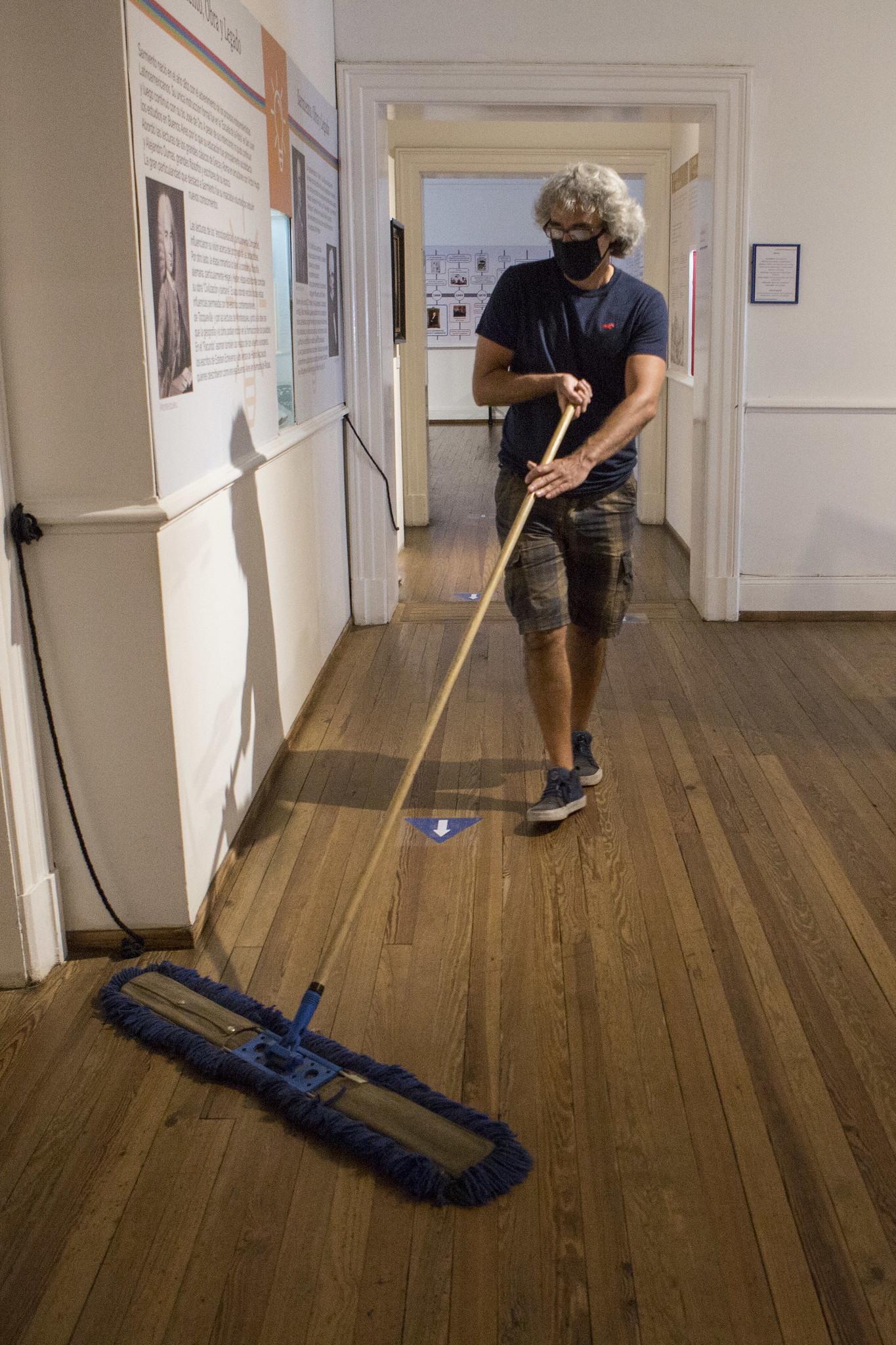 Empleados del lugar limpian constantemente las zonas de alto tránsito (Ministerio de Cultura)