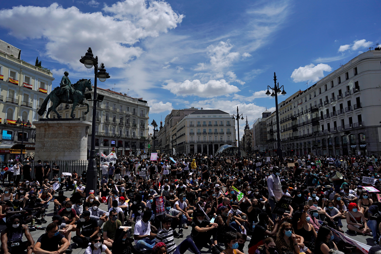 Miles de españoles se unieron en Madrid a los manifestantes que denuncian el racismo en todo el mundo
