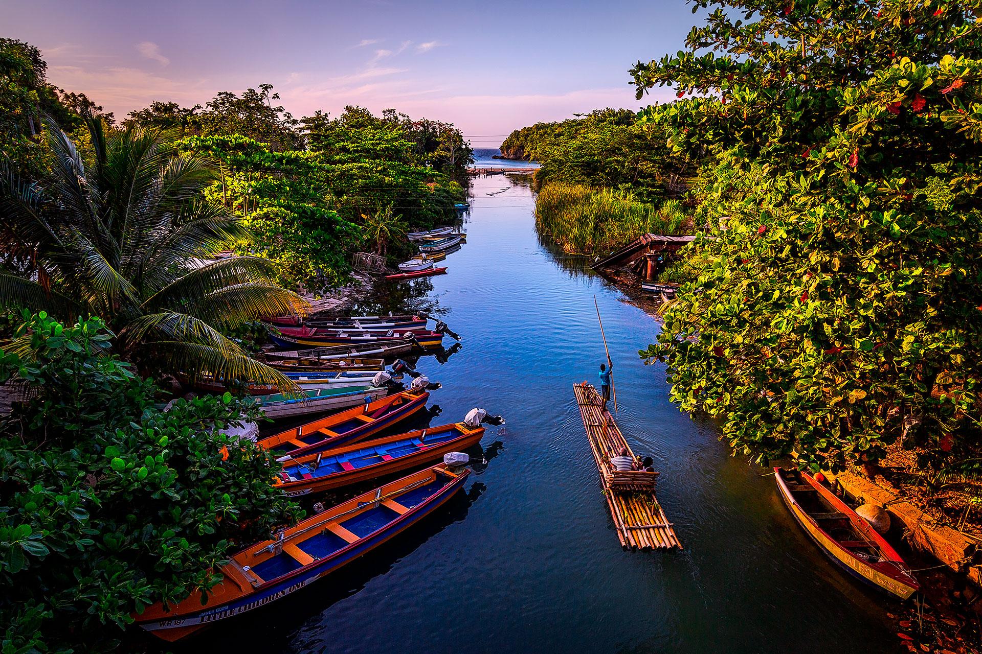 Mucha gente usa Jamaica como su entrada al Caribe, ya sea para un recorrido gastronómico o un viaje exclusivo a GoldenEye. Aunque vayamos por diferentes razones, todos nos quedamos por la irreal belleza natural de la isla