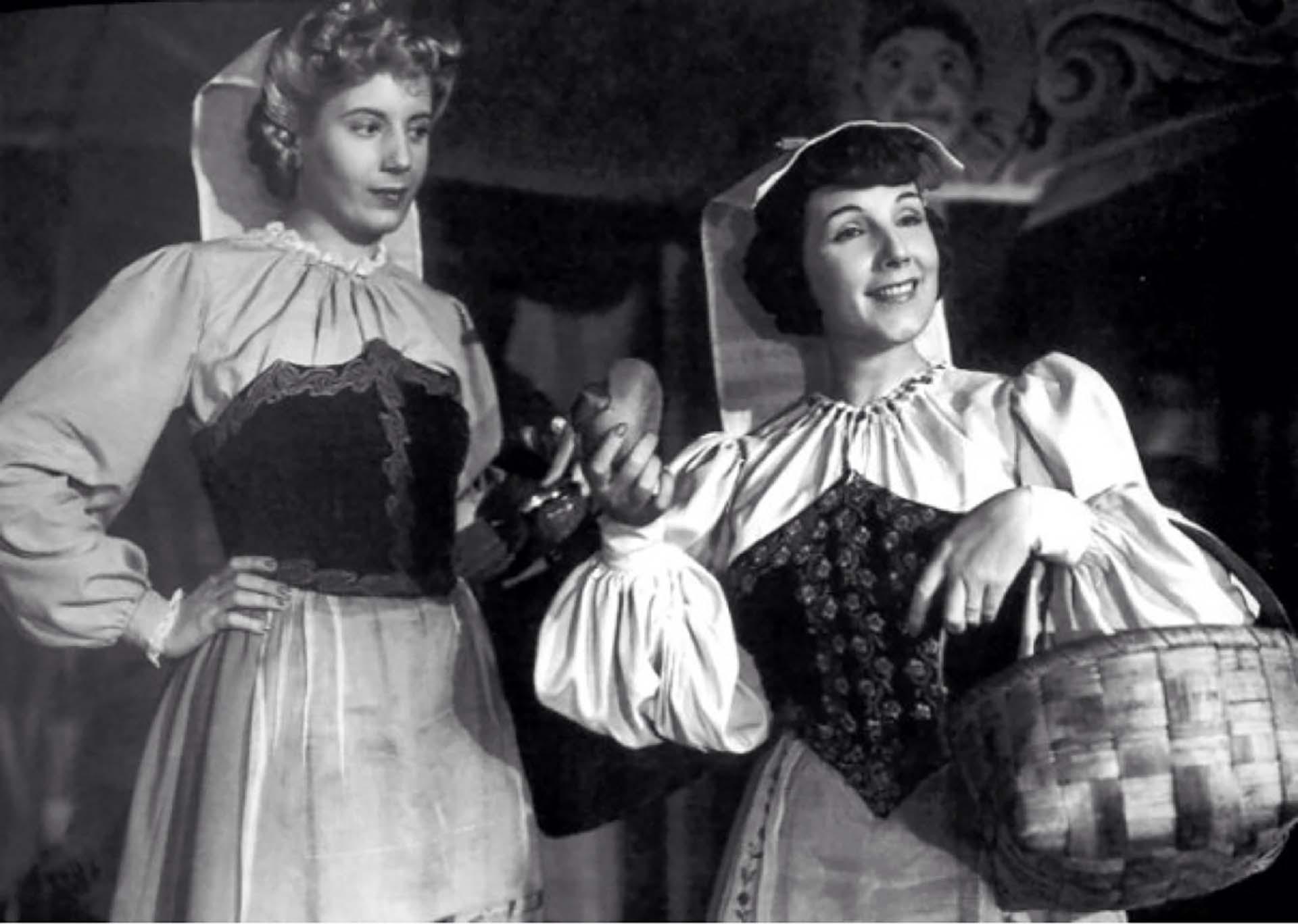 Eva Duarte y Libertad Lamarque en La cabalgata del circo, 1945.