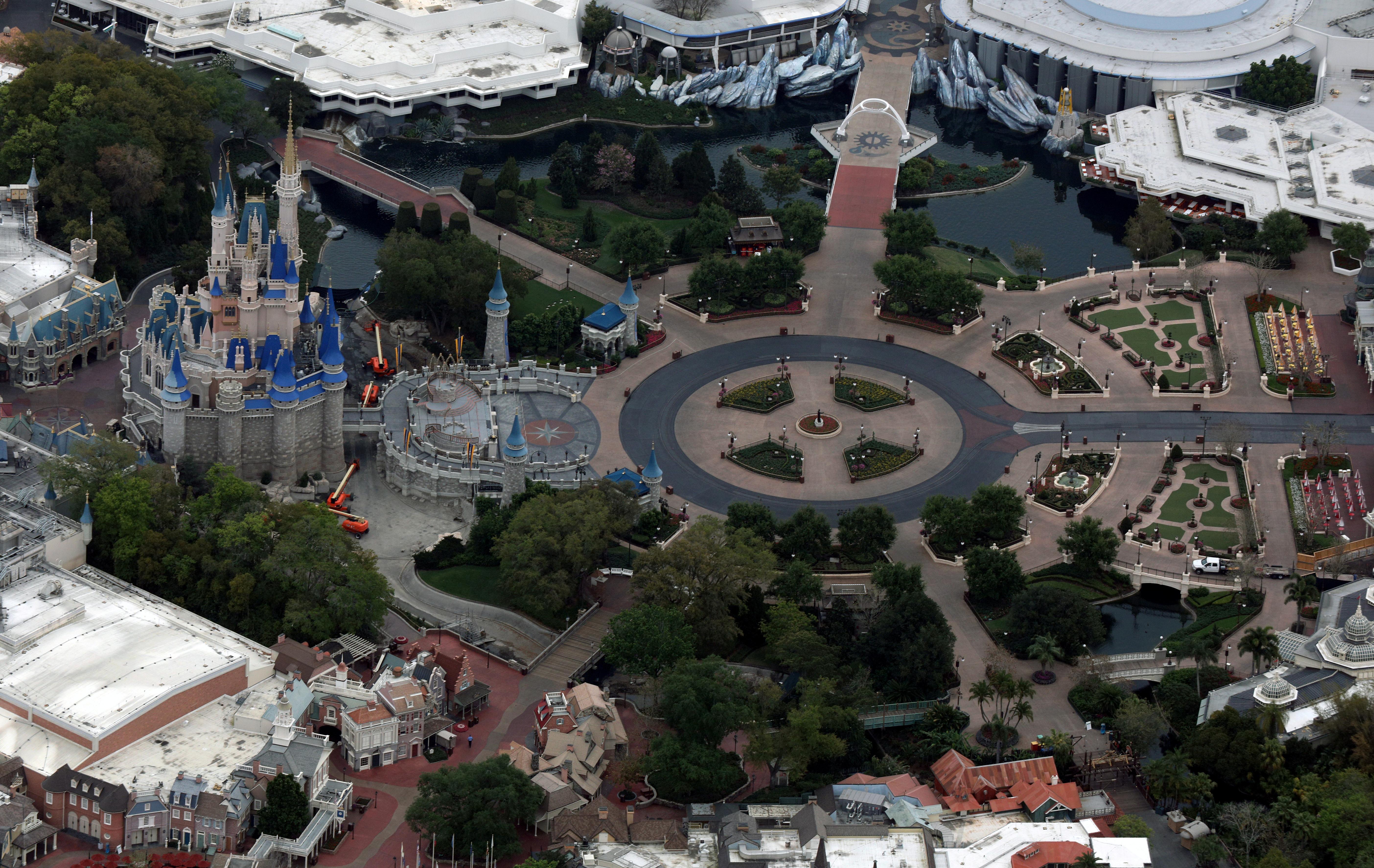 El parque de diversiones de Disney, sin gente (REUTERS/Gregg Newton/File Photo)