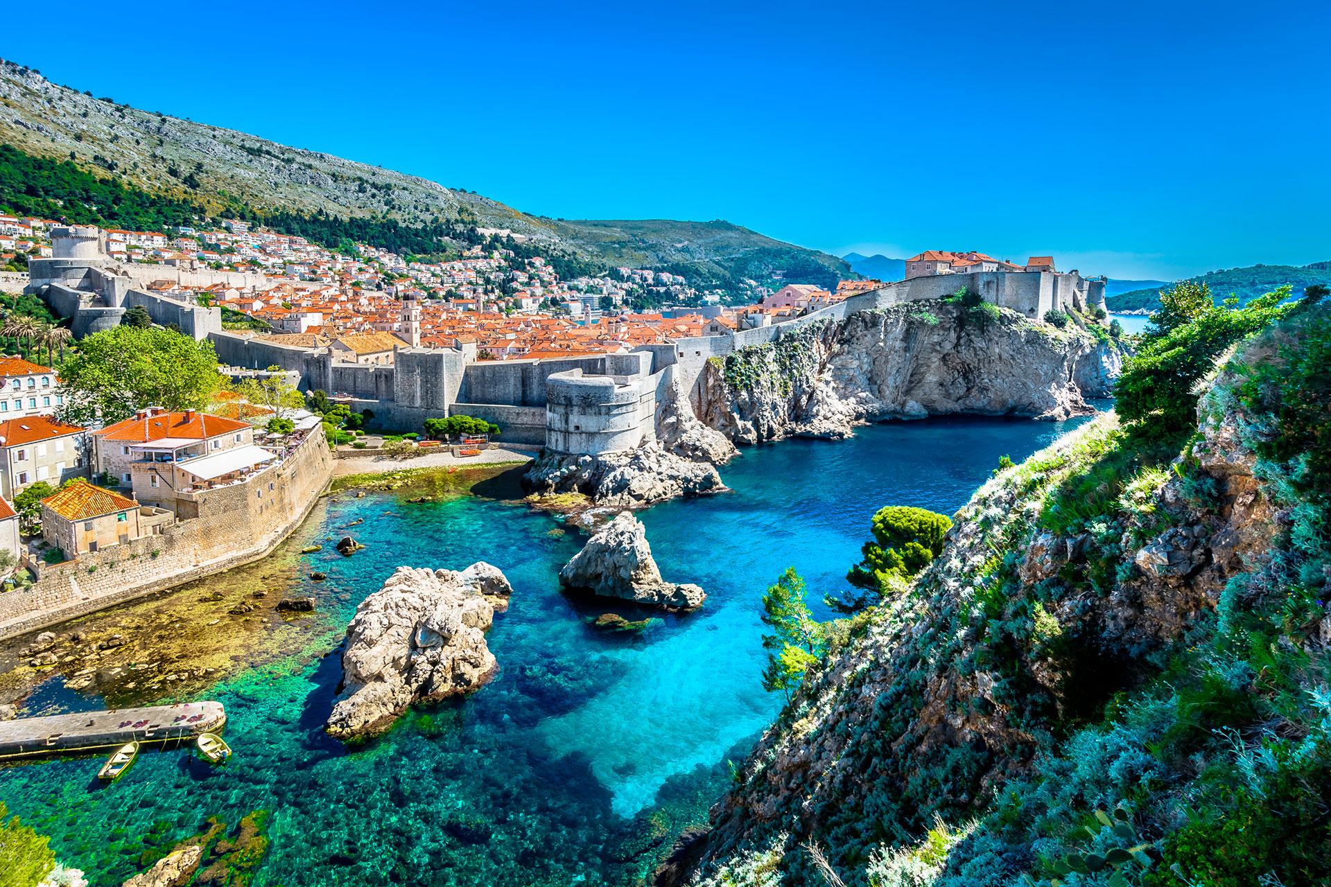 El país europeo obtiene el 11% de su PIB del turismo. Ahora está permitiendo turistas, con ciertas restricciones