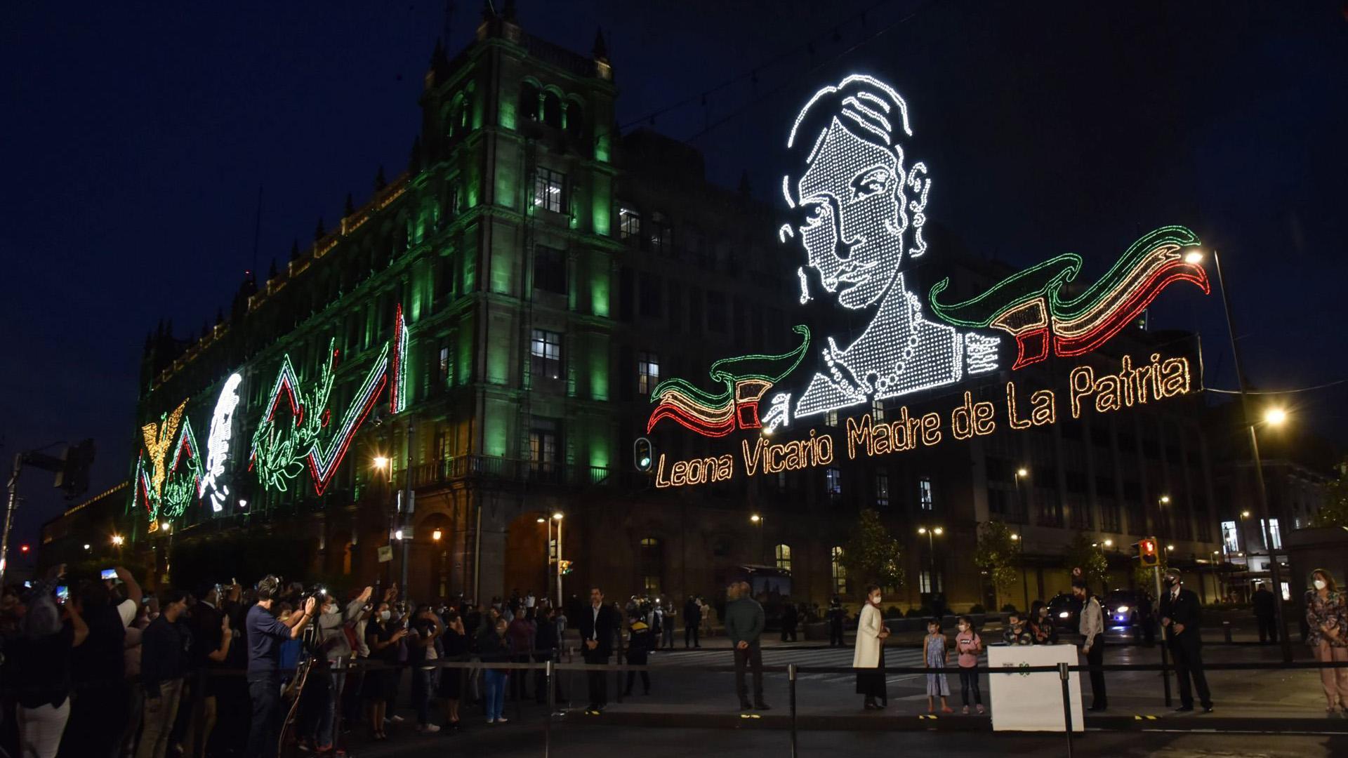 Con esta decoración se le esta rindiendo tributo a Leona Vicario, Madre de la Patria (Foto: Cuartoscuro)