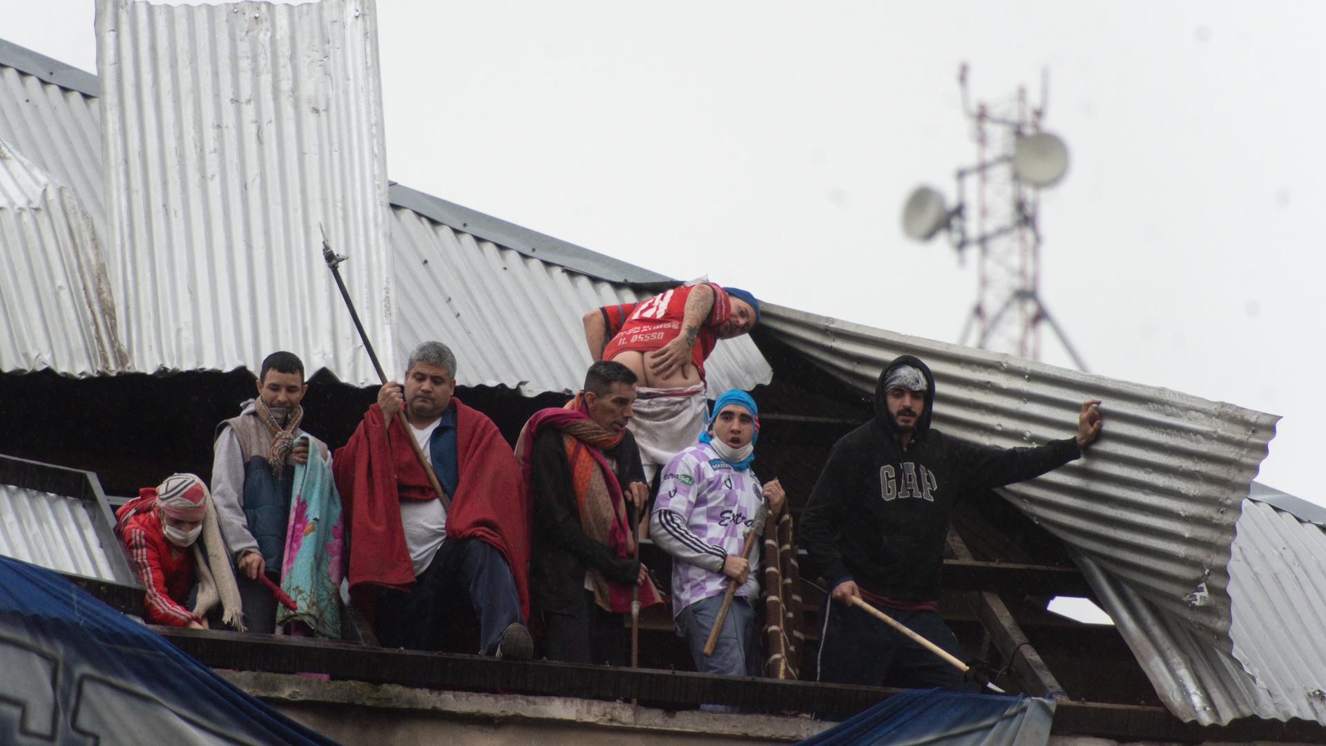 Protesta de presos en el penal de Devoto. La decisión de liberar reclusos por el Covid generó confusión e indignación en buena parte de la sociedad. (Adrián Escandar)
