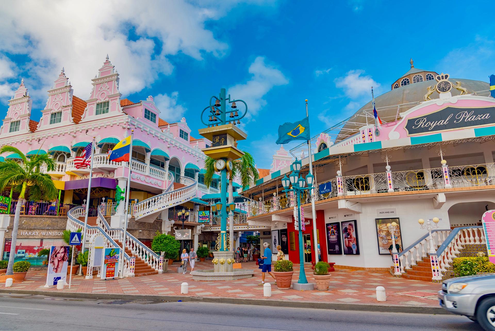Aruba, una isla holandesa en el Caribe, obtiene el 27,64% de su PIB del turismo. Ha registrado solo 101 casos de coronavirus durante el brote y ha reportado cero casos en junio. Planea abrir sus fronteras con los Estados Unidos el 10 de julio y con Europa, Canadá y la mayoría de las otras naciones del Caribe el 1 de julio. Se espera que sus números de turismo de julio sean aproximadamente el 20% de los que tenía en julio de 2019