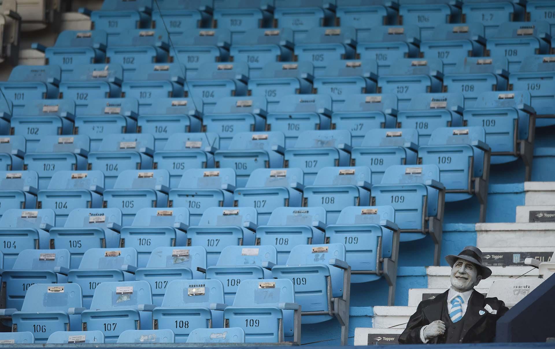 Gardel, espectador privilegiado en el Cilindro de Avellaneda (REUTERS/Marcelo Endelli)
