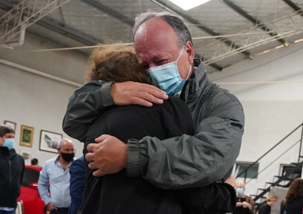El dolor de sus familiares y amigos en la despedida al Gallego en su rincón de Vicente López.