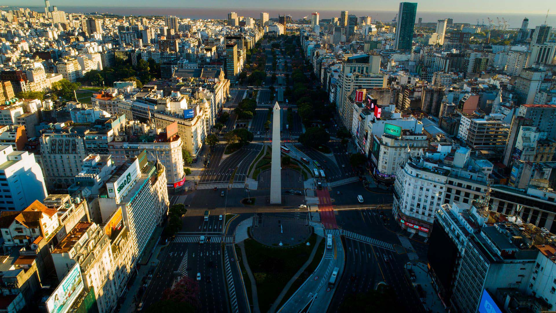 Una vista de la avenida 9 de Julio en el primer mes del aislamiento social, preventivo y obligatorio