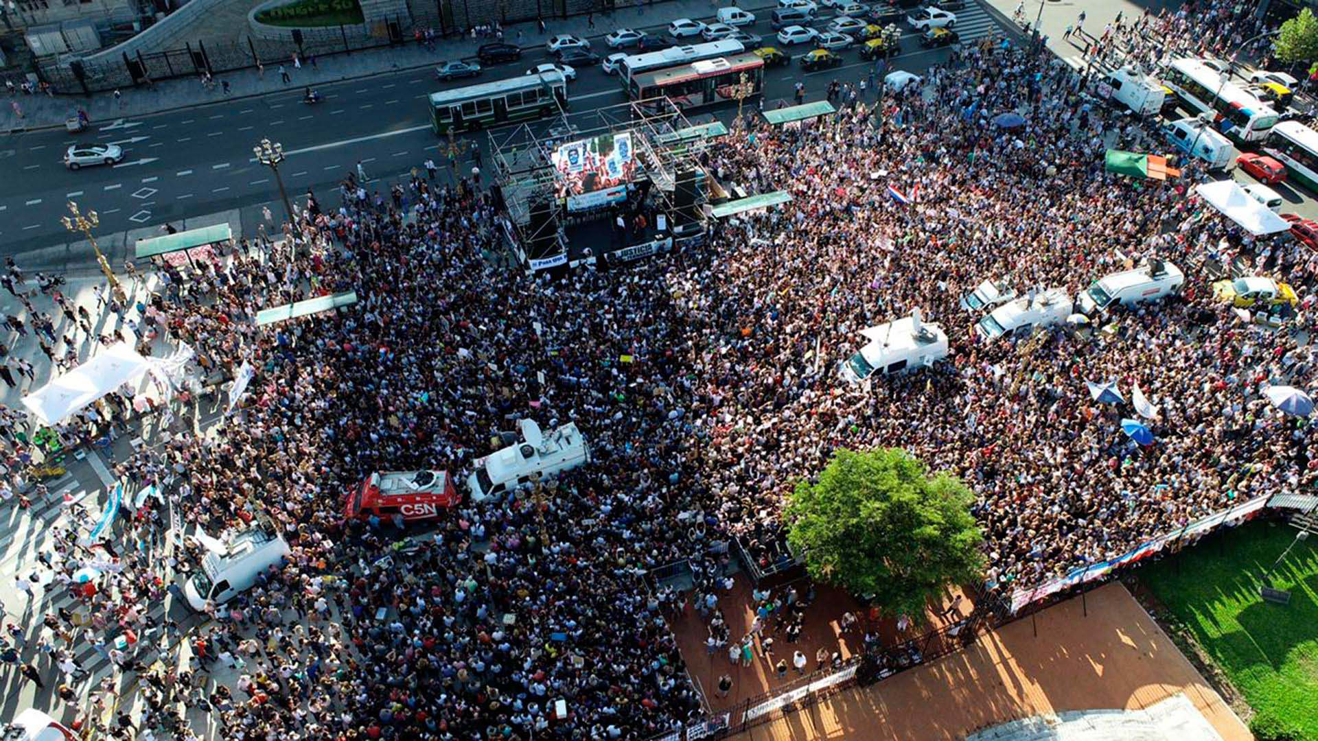 Multitudinaria movilización frente al Congreso para pedir justicia por Fernando Báez Sosa y protestar contra la violencia