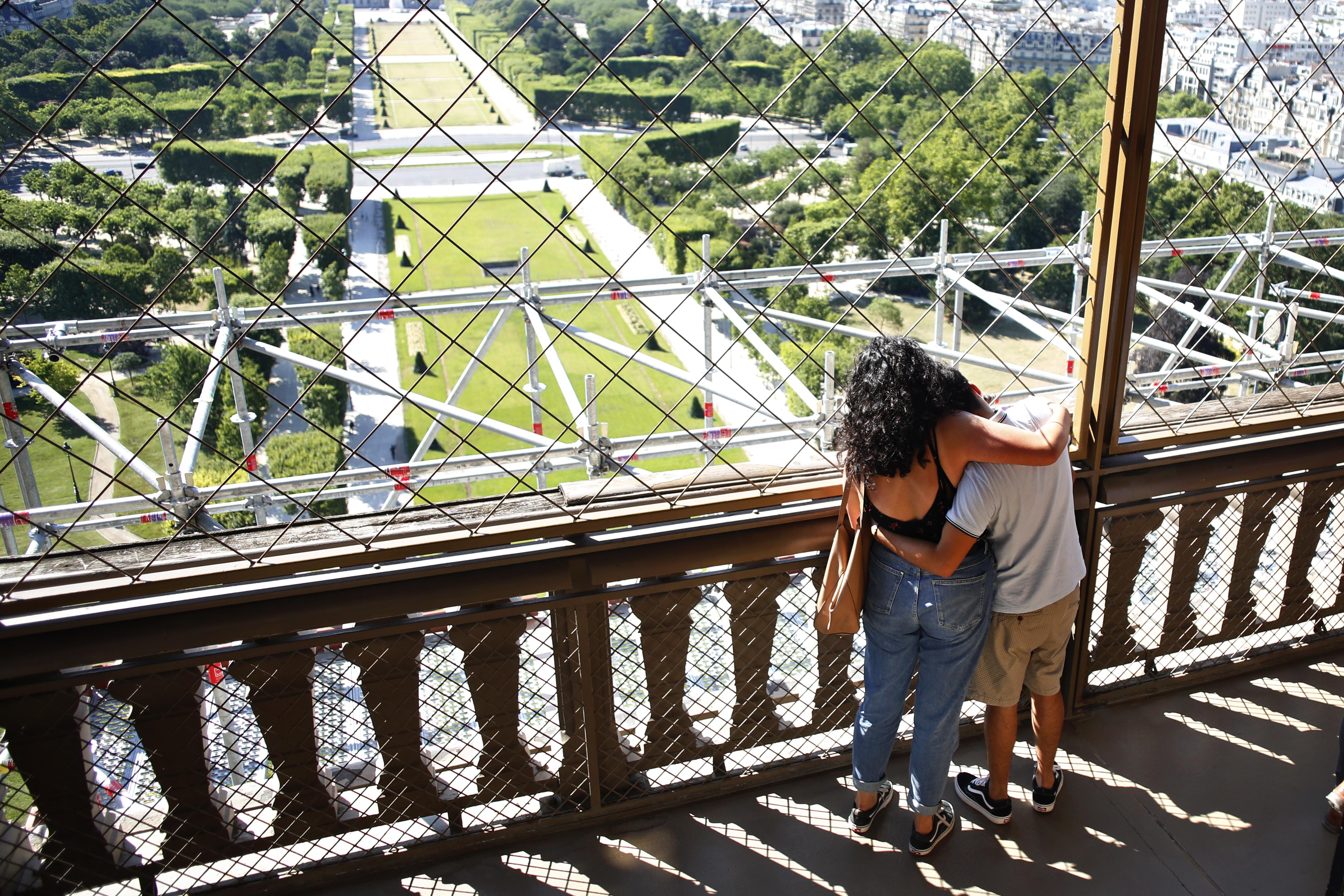 El cierre del monumento, el más largo desde la Segunda Guerra Mundial, provocó pérdidas de nueve milones de euros al mes (10,1 millones de dólares), según Patrick Branco Ruivo, el director general de la sociedad de explotación que gestiona el monumento construido en 1889. (AP /Thibault Camus)