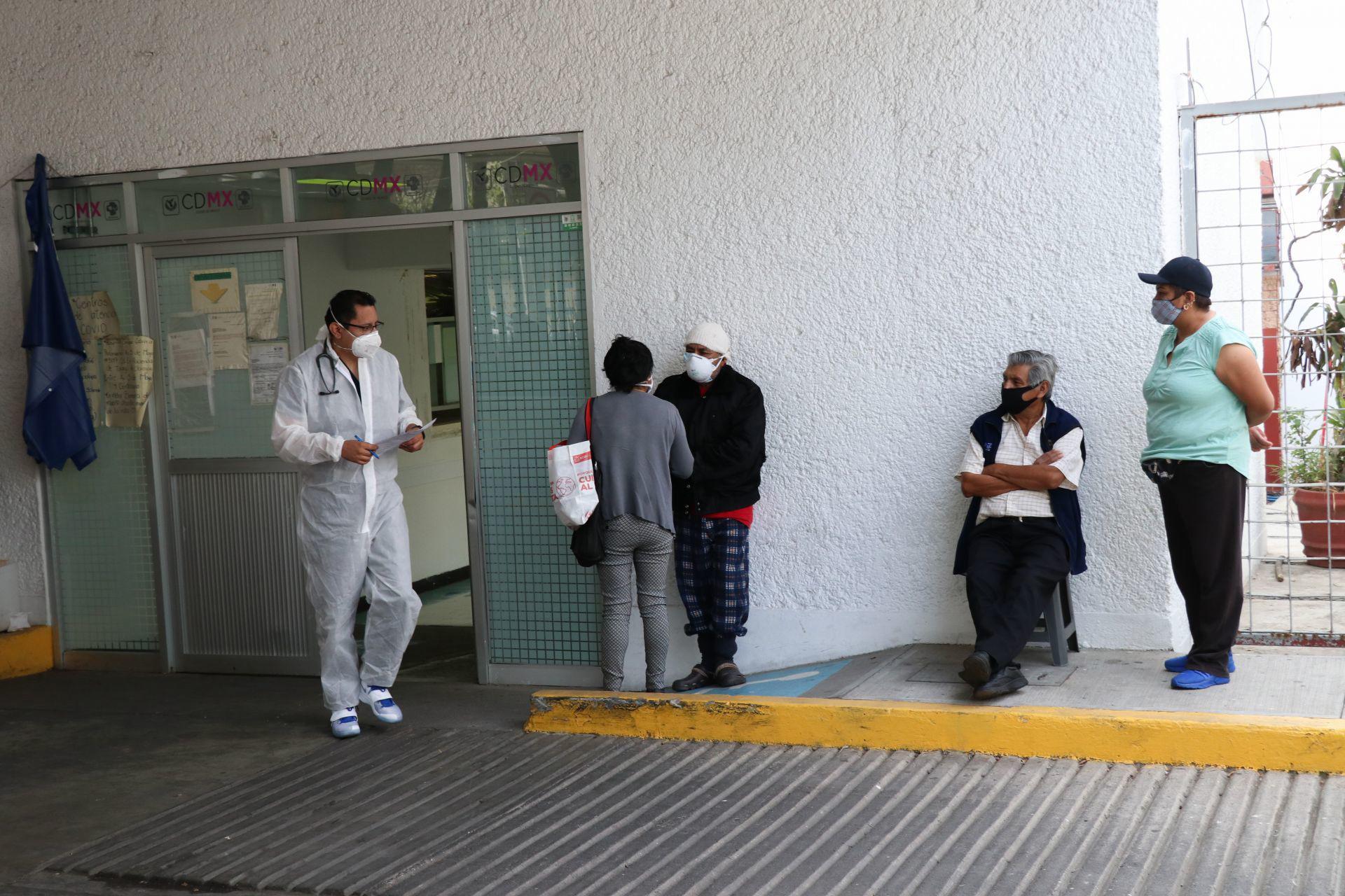 Pacientes con síntomas de Covid-19 continúan arribando al Hospital General Balbuena, en la alcaldía Venustiano Carranza. Ciudad de México, 16 de diciembre de 2020.