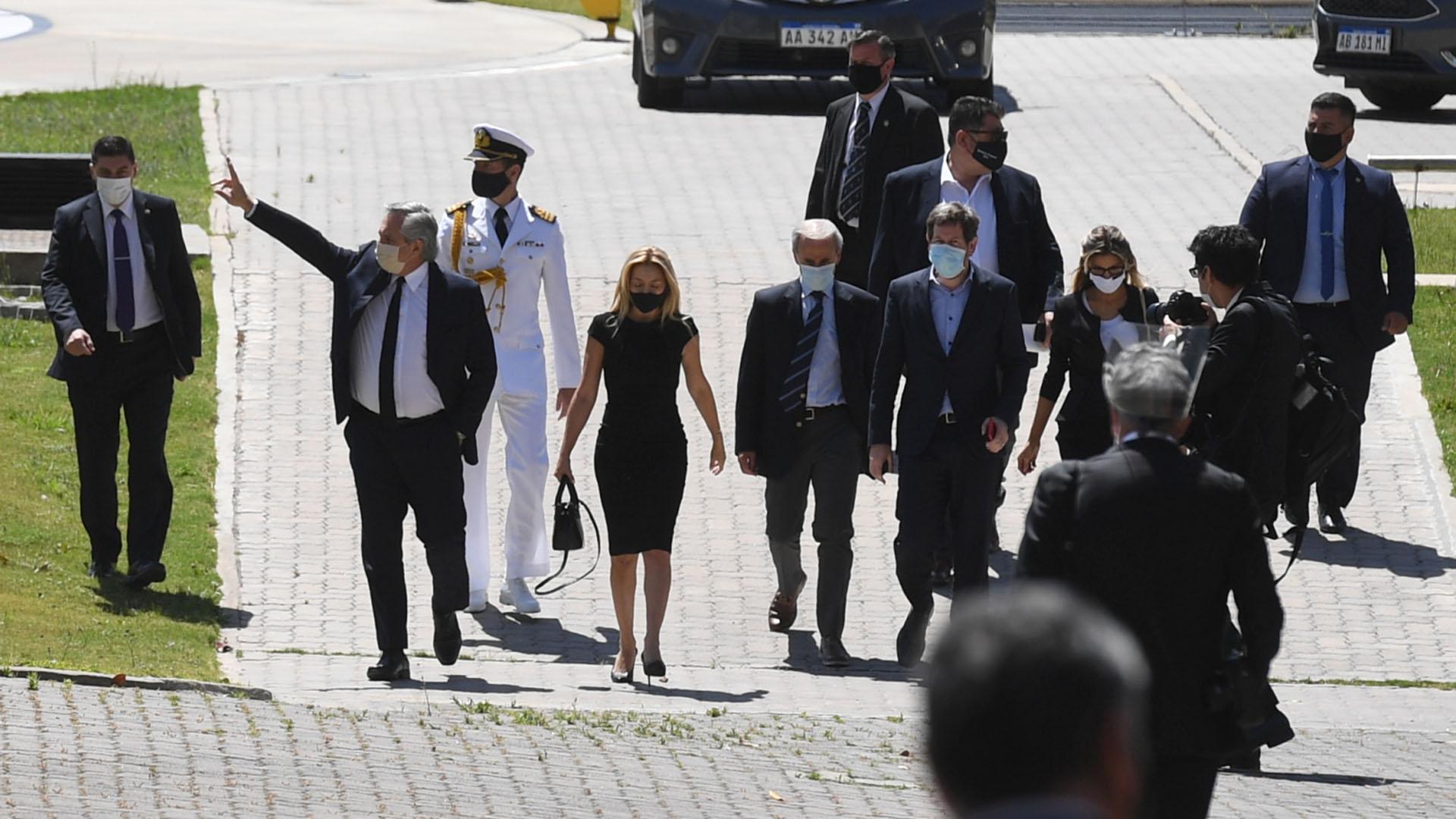El presidente Alberto Fernández y la primera dama Fabiola Yáñez, al arribar a Casa Rosada