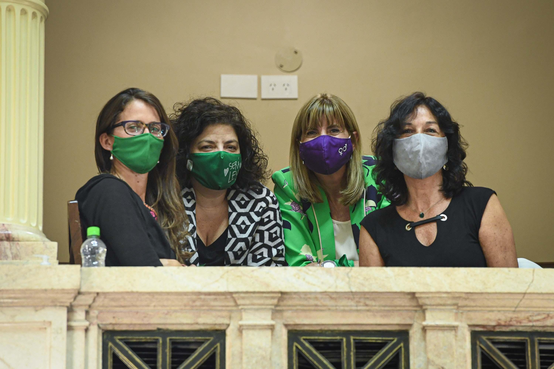 Las funcionarias del Gobierno Elizabeth Gómez Alcorta, Carla Vizzotti y Vilma Ibarra