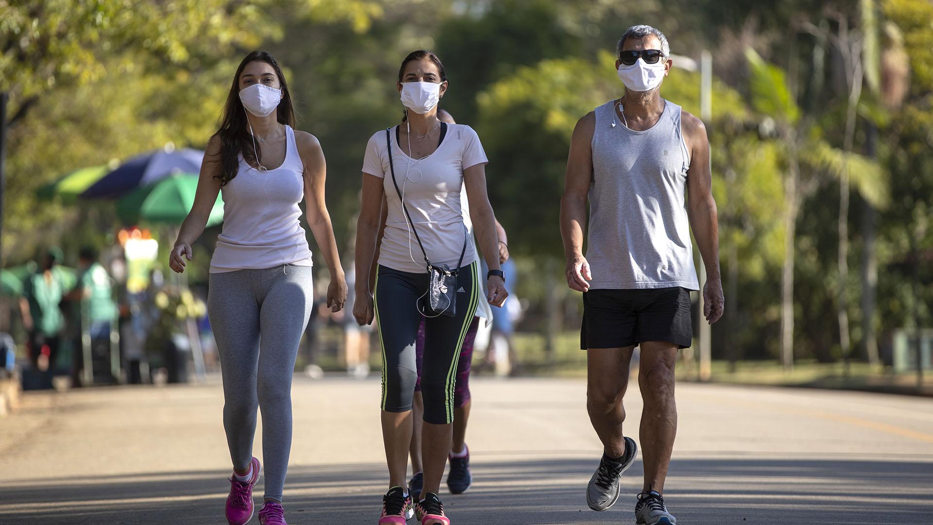 Los parques reabrieron en San Pablo (AP/Andre Penner)