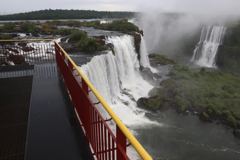 Las pasarelas de las Cataratas del Iguazú vacías, del lado brasileño (REUTERS/Christian Rizzi)