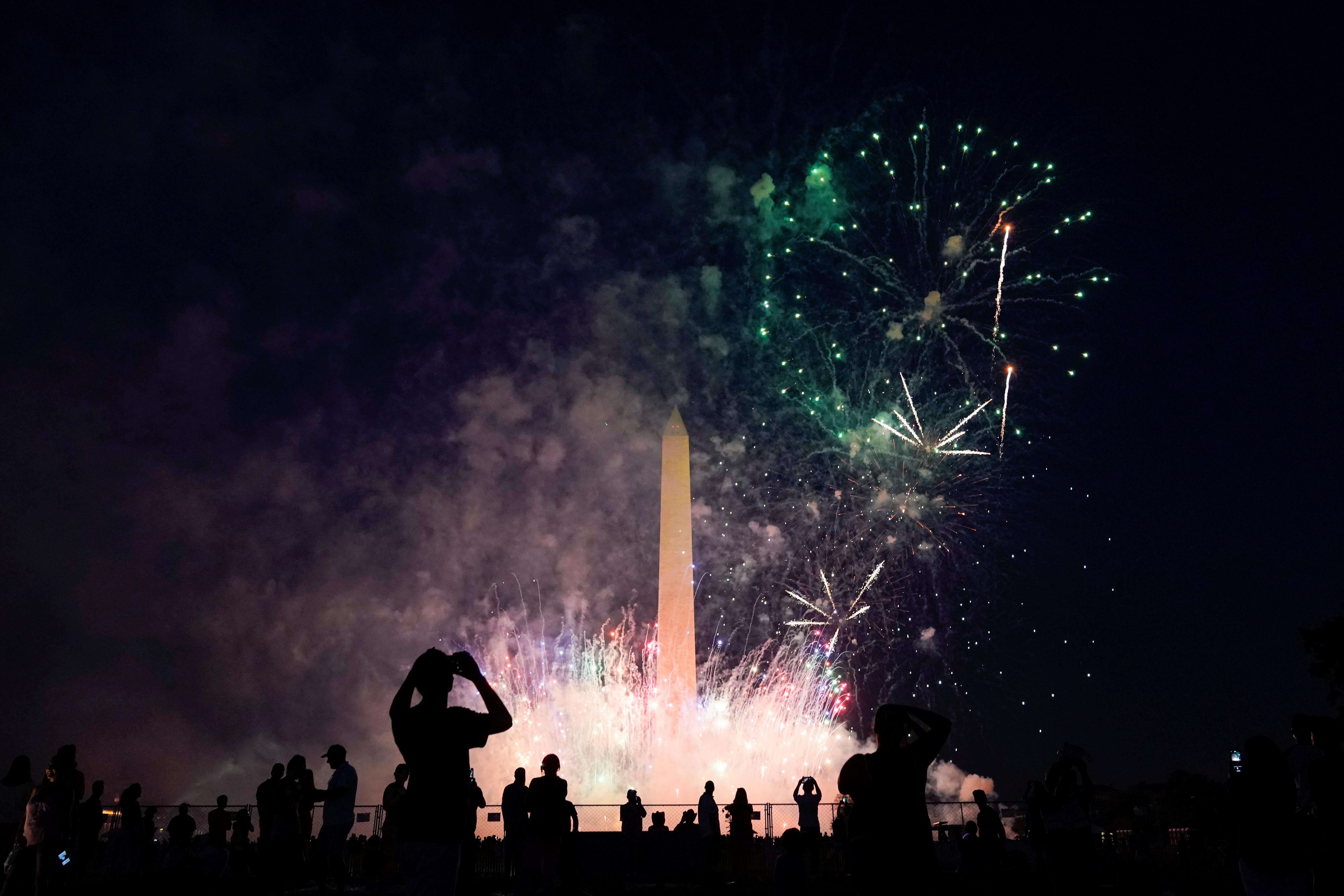 Personas se reúnen en Washington a celebrar el día de la independencia de los Estados Unidos