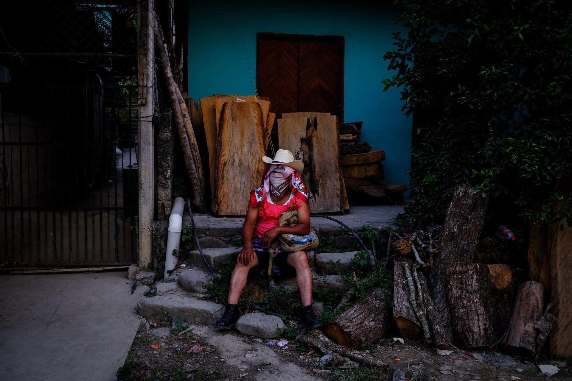 Pobladores del municipio de Jaltocán, en la Huasteca Hidalguense, llevan a cabo la fiesta tradicional de día de muertos llamada