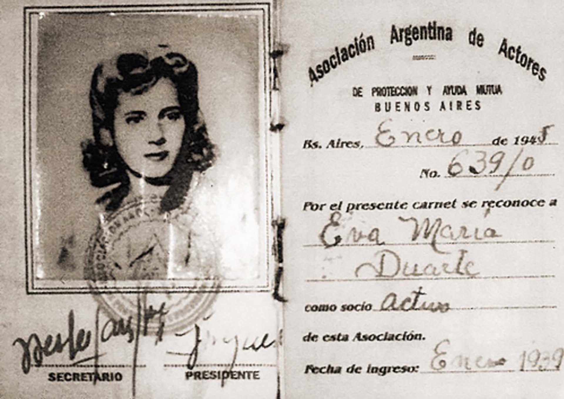 Carnet de afiliación de Eva Duarte a la Asociación Argentina de Actores en 1939.