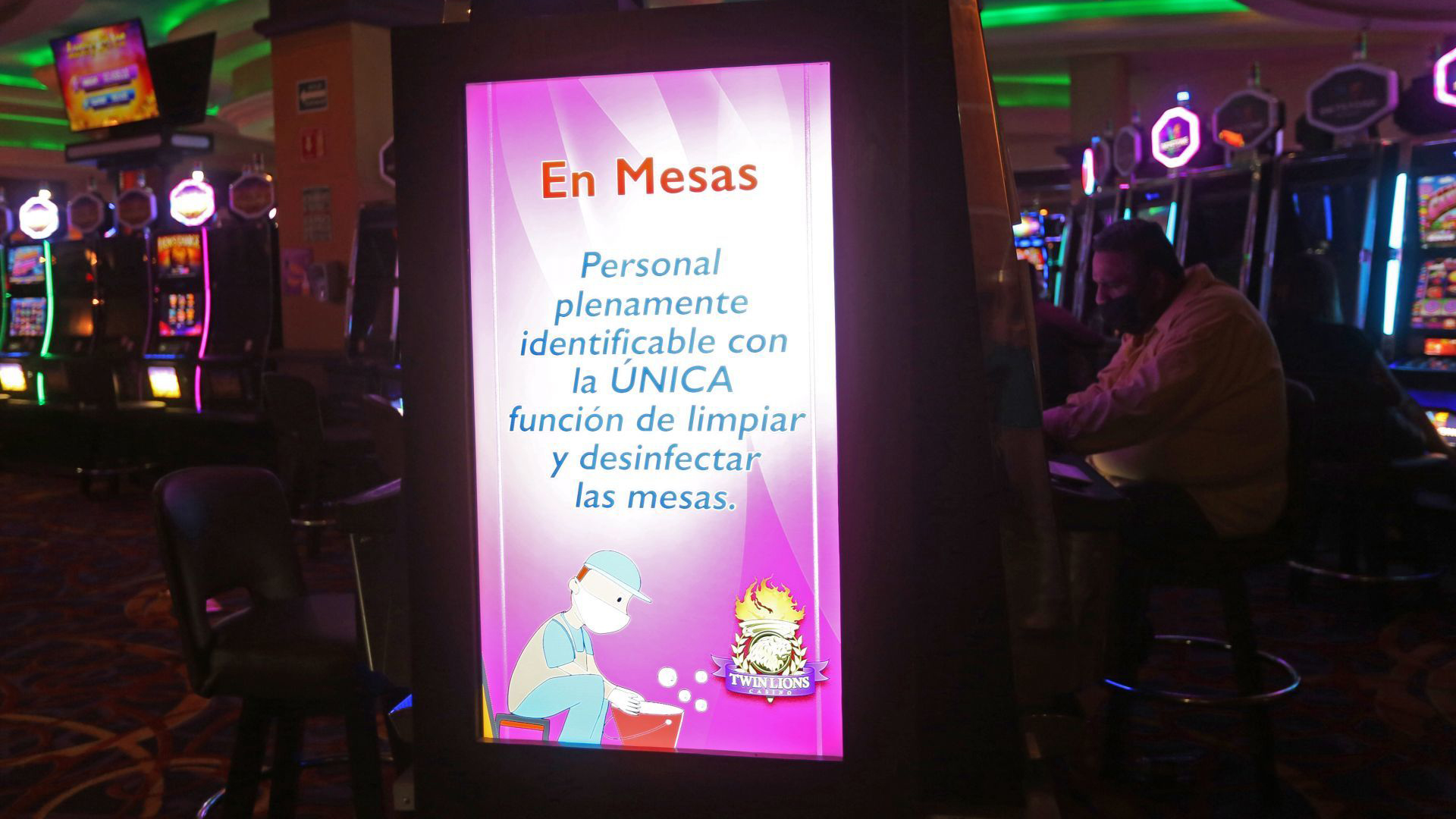Various coronavirus prevention messages are displayed throughout the facilities of a well-known casino in the city, this since today after five months of being closed due to the health pandemic of COVID-19 these businesses were reopened (Photo: Cuartoscuro)