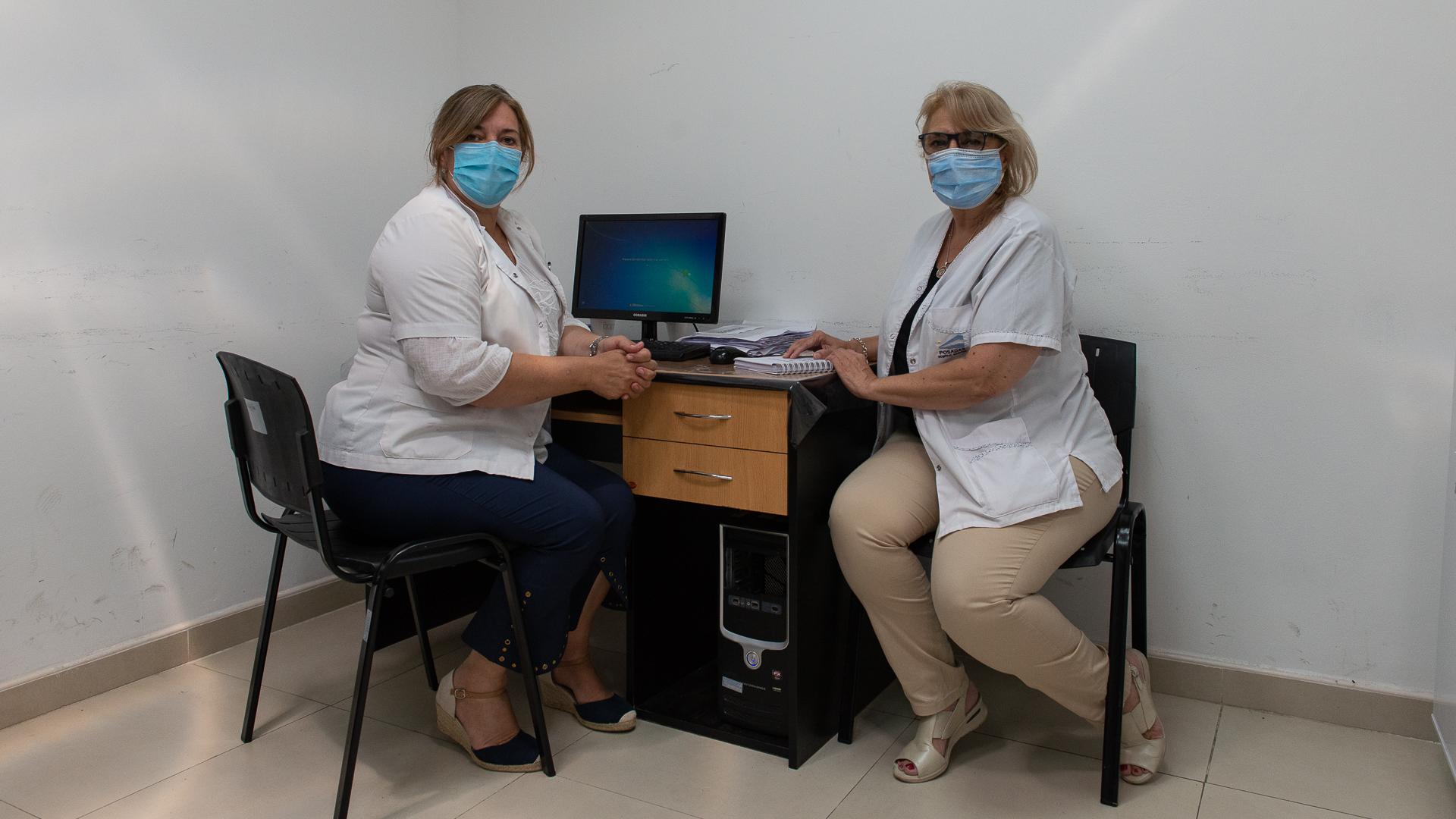 La Dra Graciela Torales, jefa de Coordinación de Pacientes, y la Dra María Elena Borda, Jefa del Servicio de Medicina Preventiva a cargo del Vacunatorio