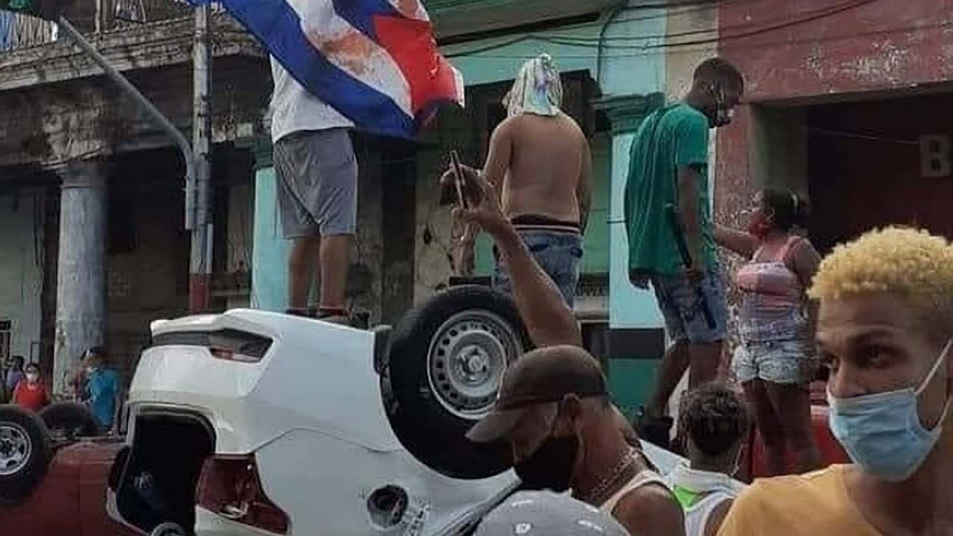 Las fotos más impactantes de las multitudinarias protestas contra el  régimen de Cuba - Infobae