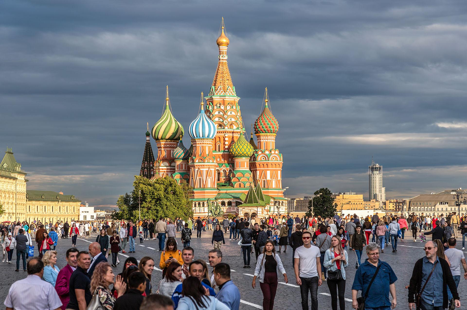 ANTES - Rusia, escenario del último mundial de fútbol, reunió a millones de personas en sus principales ciudades, entre ellas la concurrida Moscú (Shutterstock)
