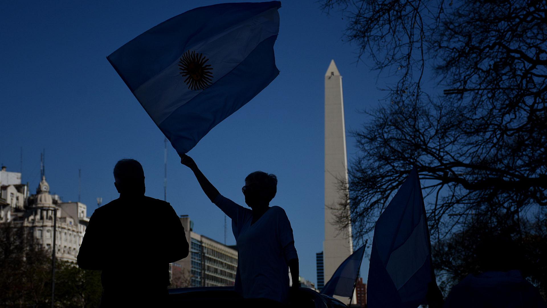 Los consignas criticaron la cuarentena, la reforma judicial, el desplazamiento de los tres jueces que investigaban a Cristina Kirchner