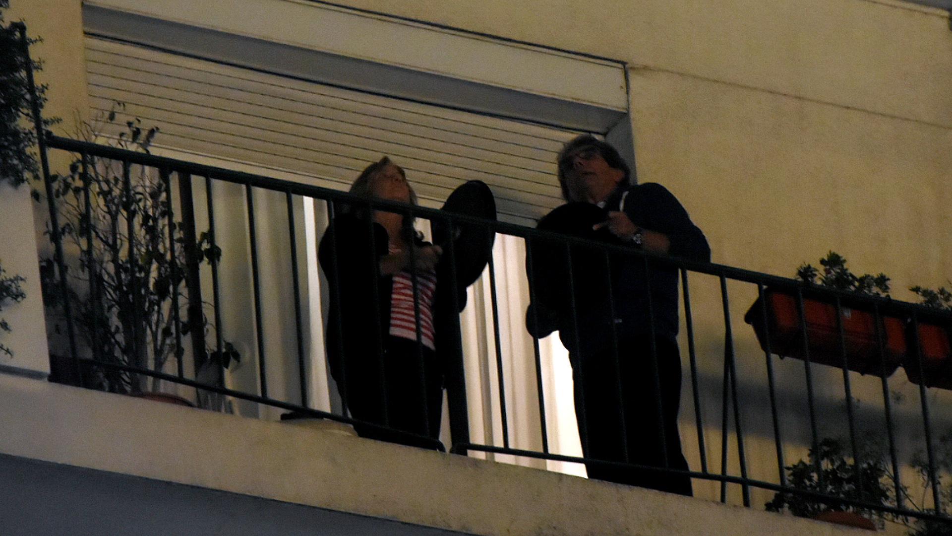 La gente salió a los balcones para manifestar su rechazo a la medida impulsada en la Justicia.