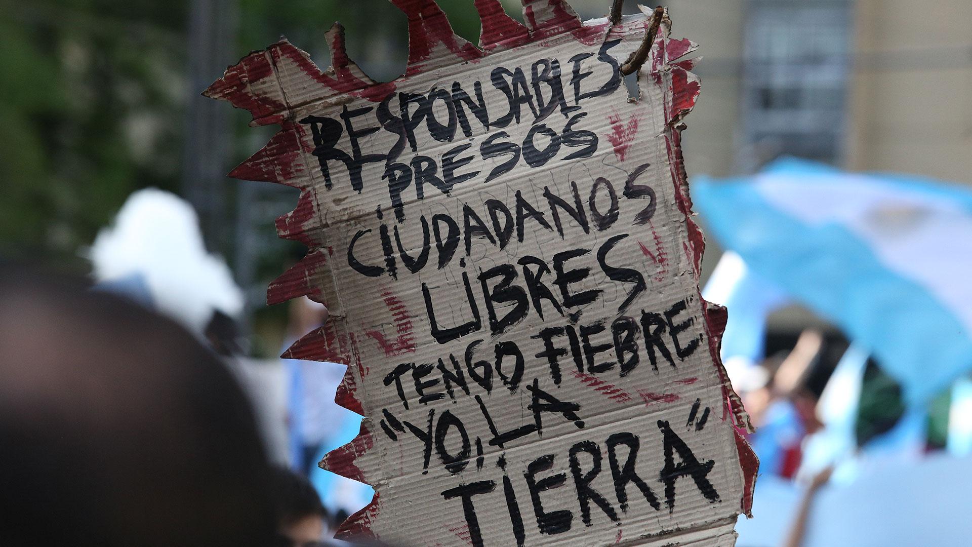 Los mensajes contra el Gobierno se repitieron en diferentes pancartas