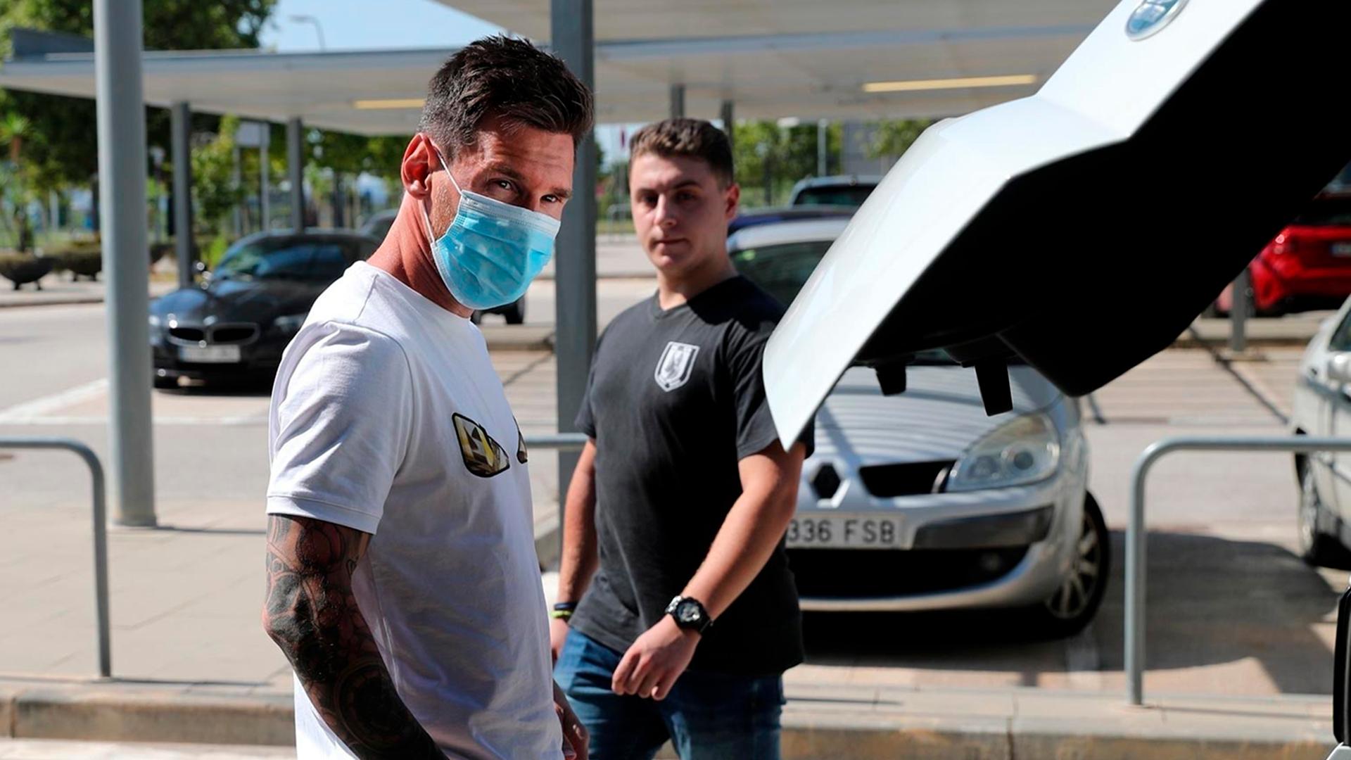FC Barcelona's Lionel Messi arrives at Ciutat Esportiva Joan Gamper for COVID-19 tests following the outbreak of the coronavirus disease (COVID-19), Barcelona, Spain, May 6, 2020. REUTERS/Albert Gea