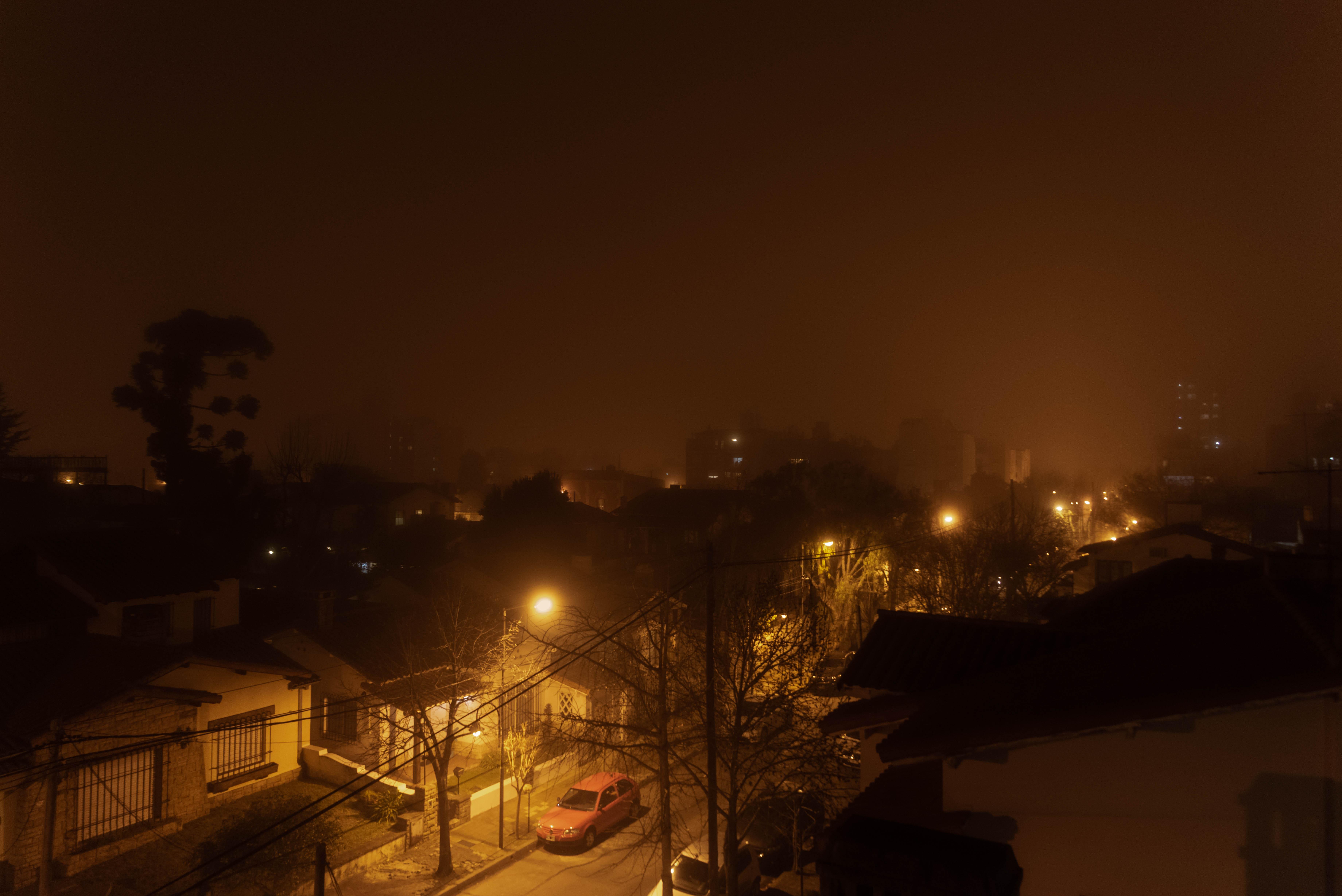 La niebla redujo drásticamente la visibilidad, en algunos distritos del conurbano llegó a ser de menos de 200 metros