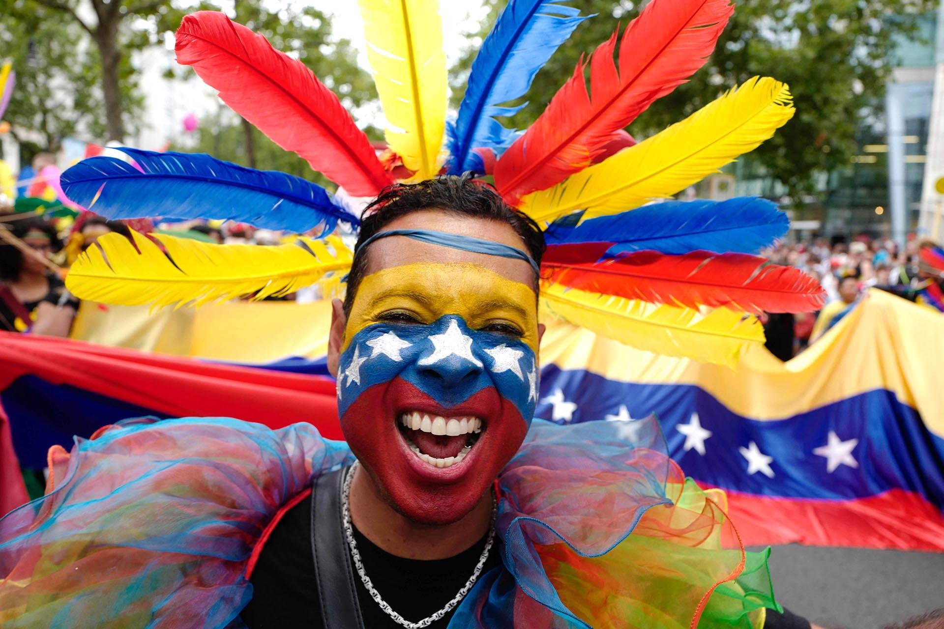Un venezolano marchó con los colores de su patria en el desfile de Berlín el 22 de julio de 2017