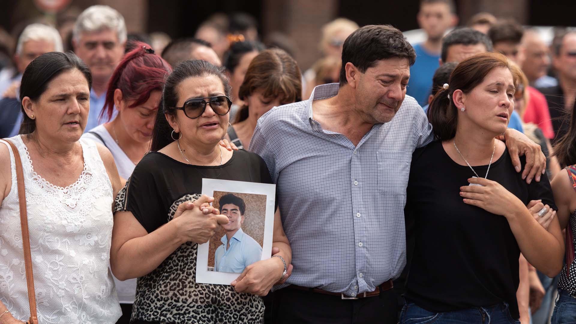 Familiares despiden a Fernando Báez Sosa, asesinado a golpes por un grupo de rugbiers el 18 de enero