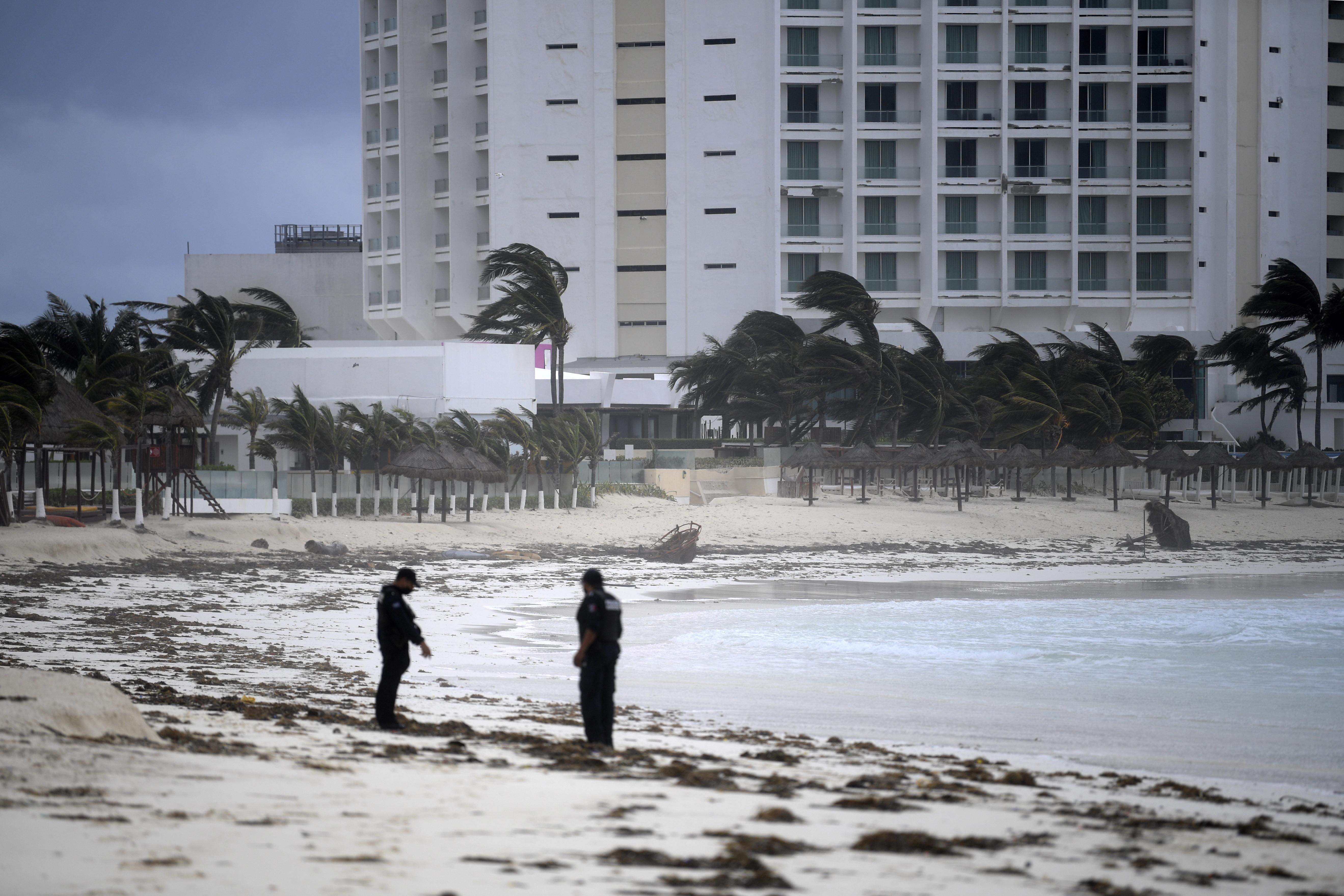 Vista de la playa tras el paso del huracán Delta en Cancún, estado de Quintana Roo, México, el 7 de octubre de 2020.
