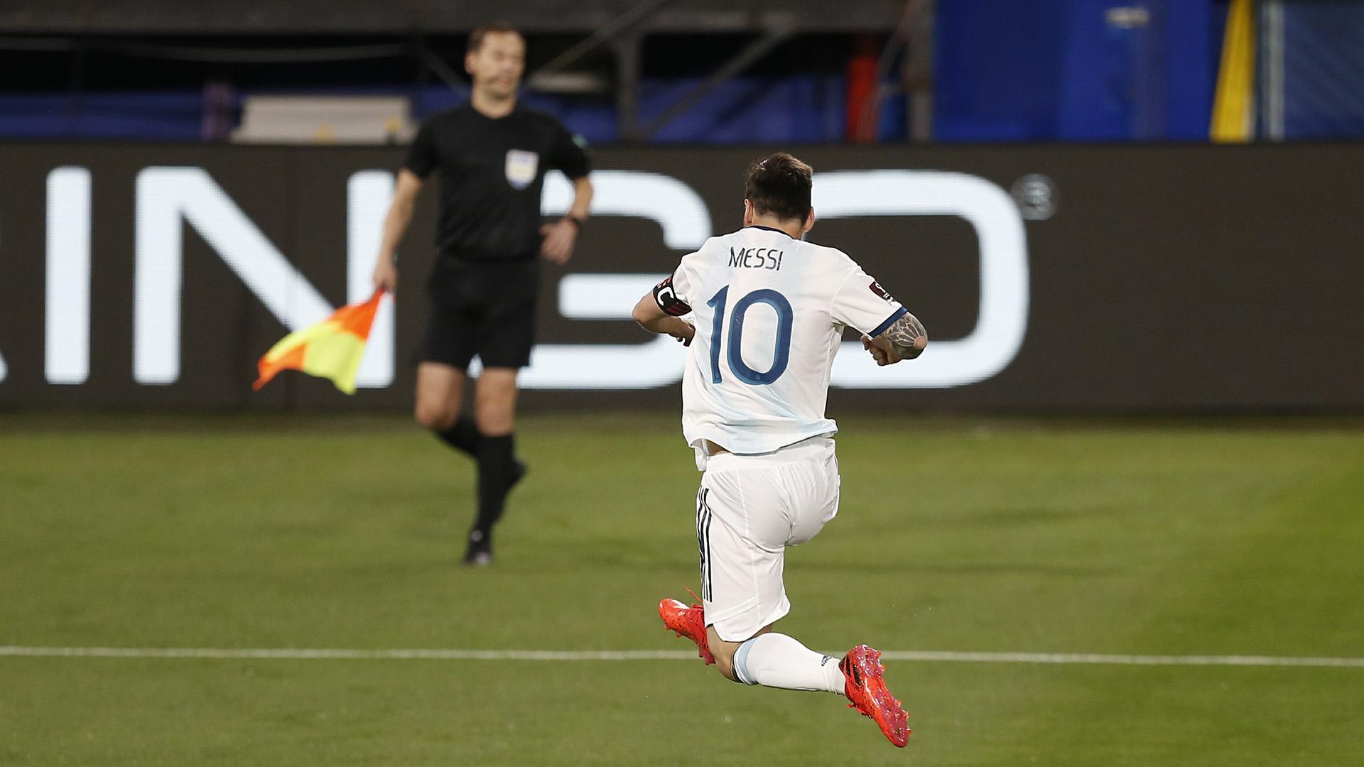 El salto de Messi tras el gol que le dio los primeros puntos a Argentina en las Eliminatorias (Fabián Marinelli - Pool)