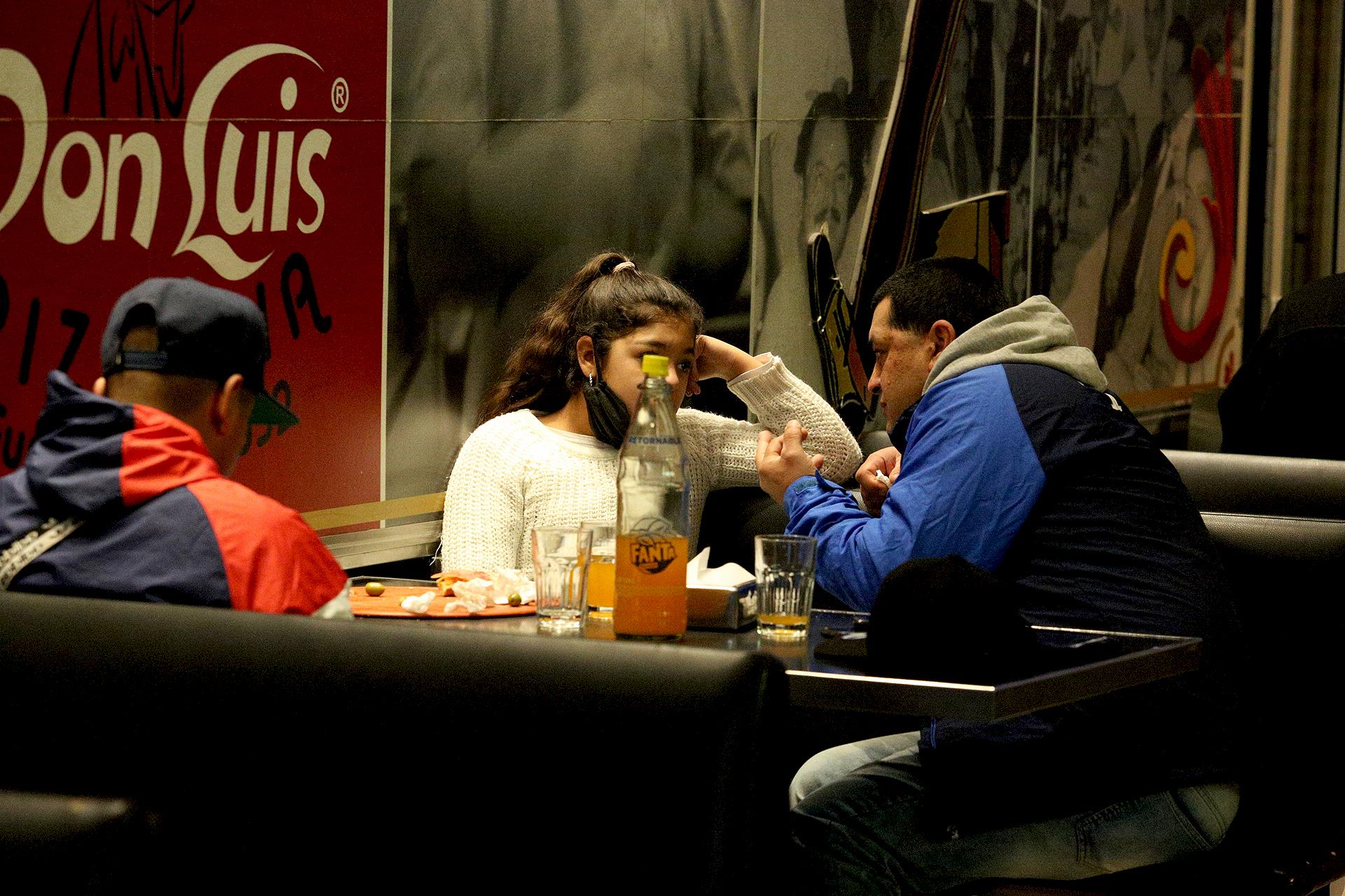 Los clientes de Don Luis pudieron volver a disfrutar de sus pizzas sentados en las mesas del lugar