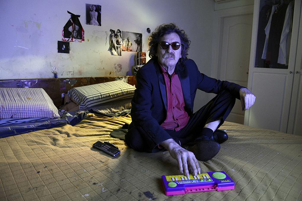 Música siempre, aún en un pianito de juguete. El músico nació en el barrio porteño de Caballito.