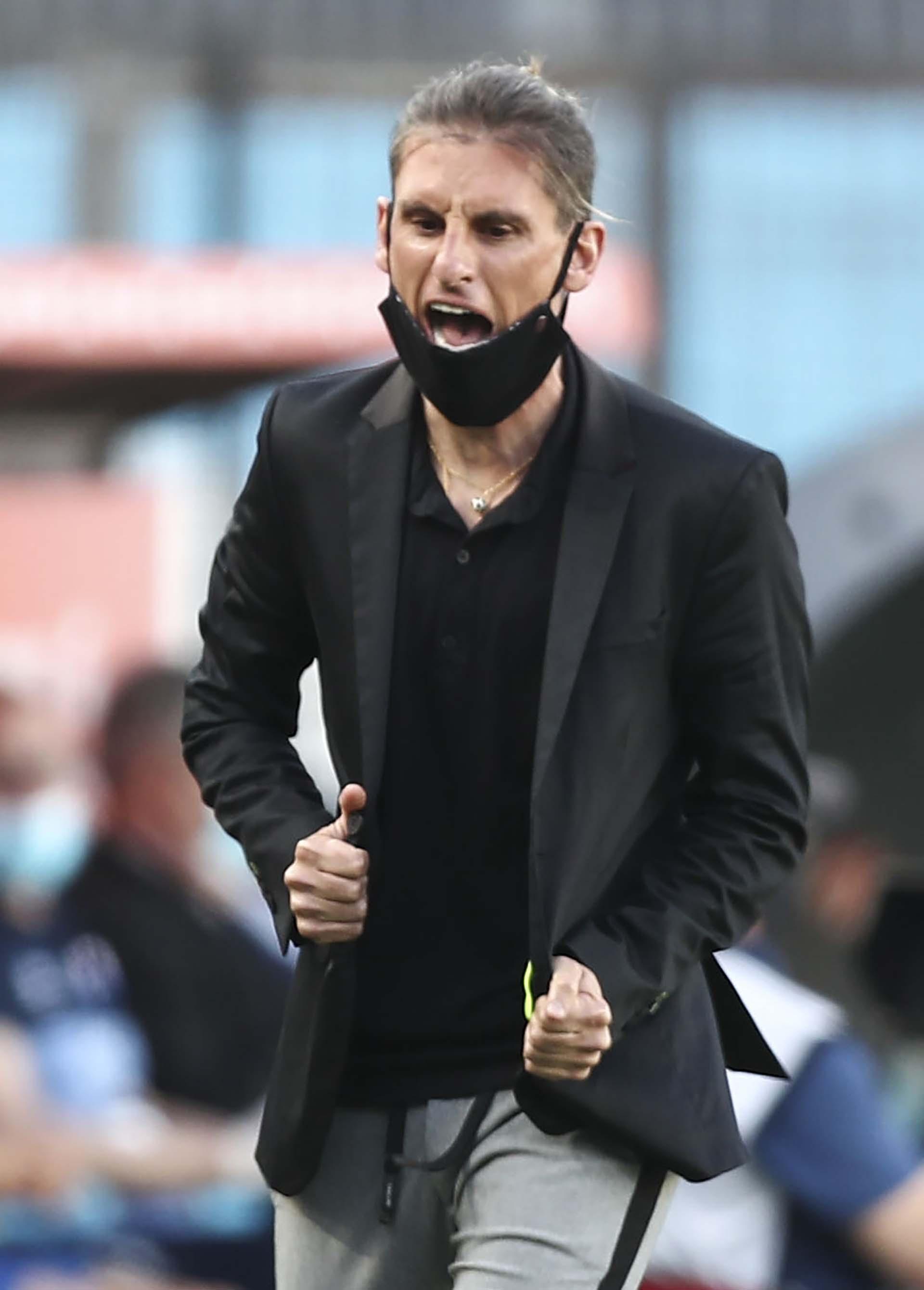 El particular look de Sebastián Beccacece, entrenador de Racing: jogging y saco (AGUSTIN MARCARIAN / POOL / AFP)