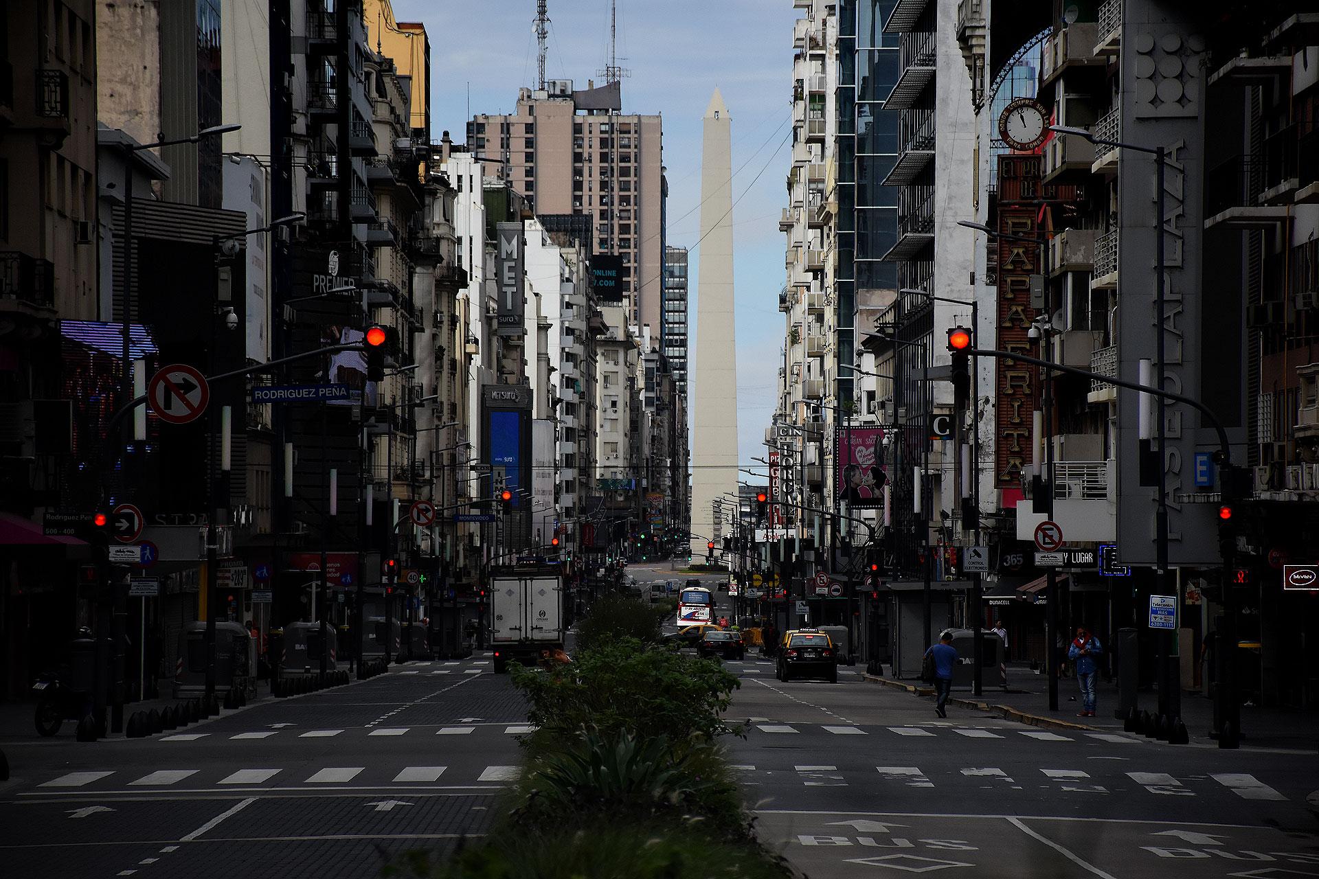 La calle Corrientes, con muy poco movimiento