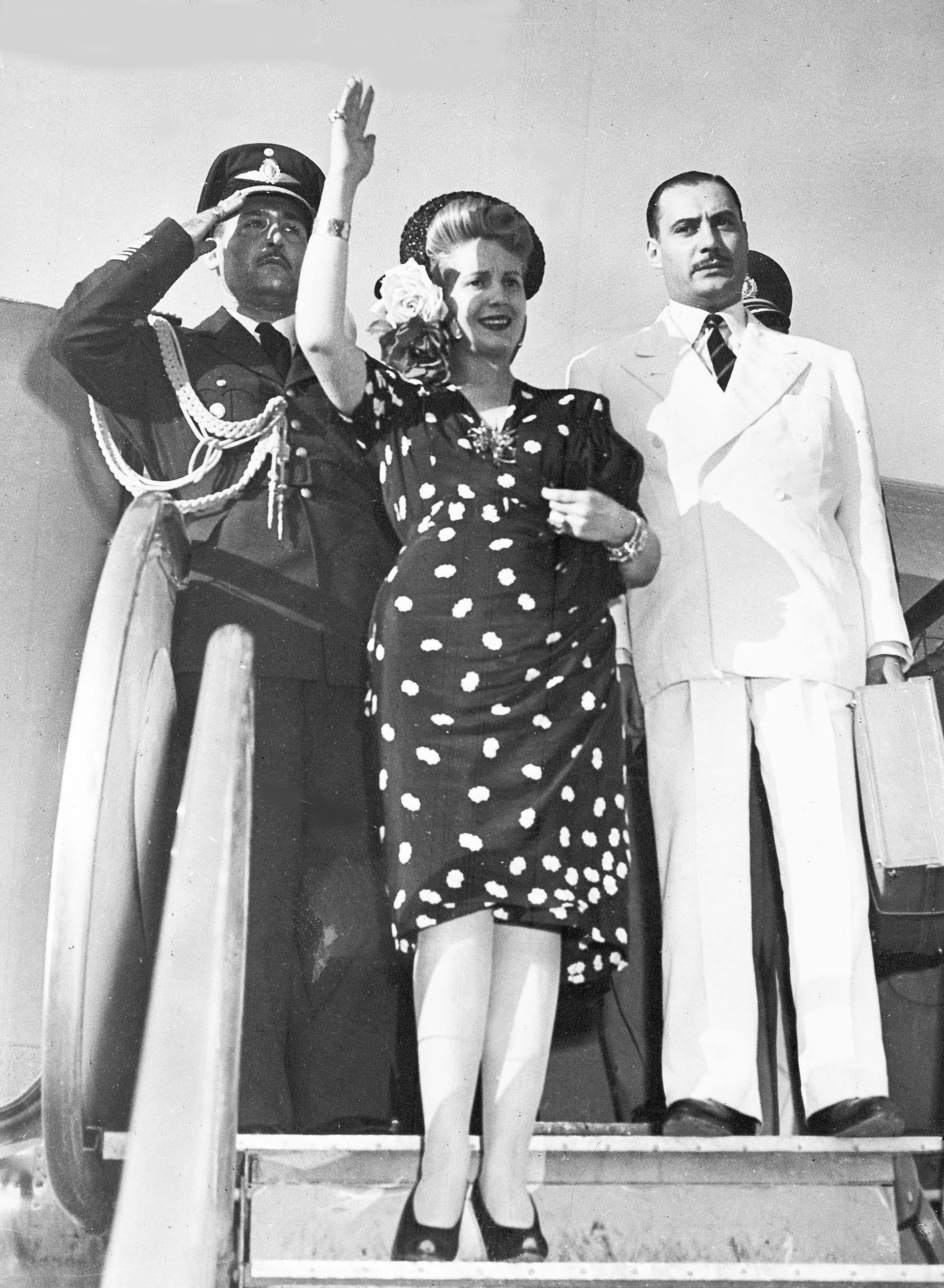 Evita, en su llegada al aeropuerto de Ciampino en Roma (AP)